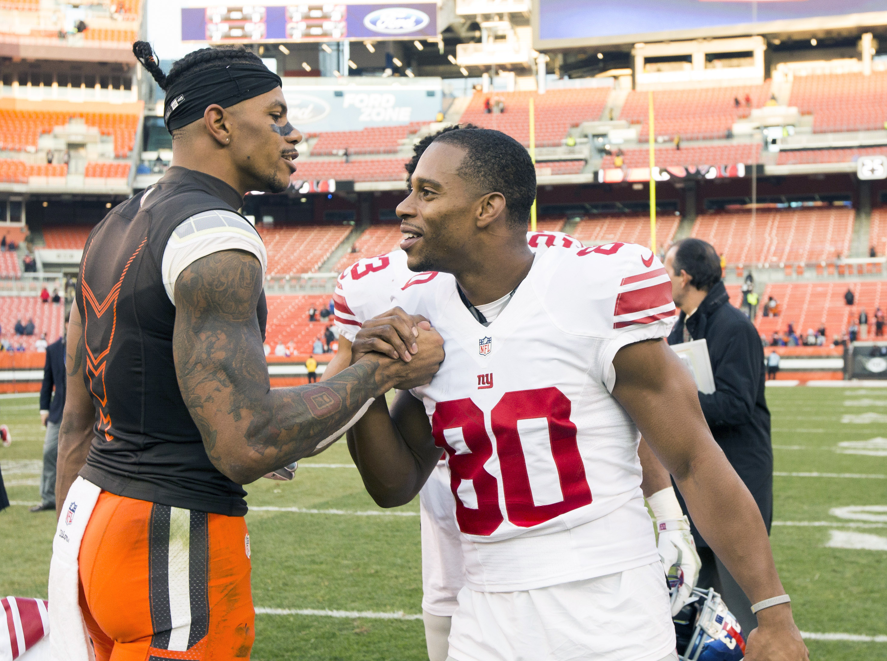 9709242-nfl-new-york-giants-at-cleveland-browns