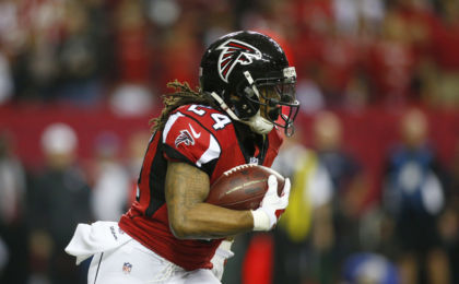 Jan 22, 2017; Atlanta, GA, USA; Atlanta Falcons running back Devonta Freeman (24) runs the ball against the Green Bay Packers during the first quarter in the 2017 NFC Championship Game at the Georgia Dome. Mandatory Credit: Brett Davis-USA TODAY Sports