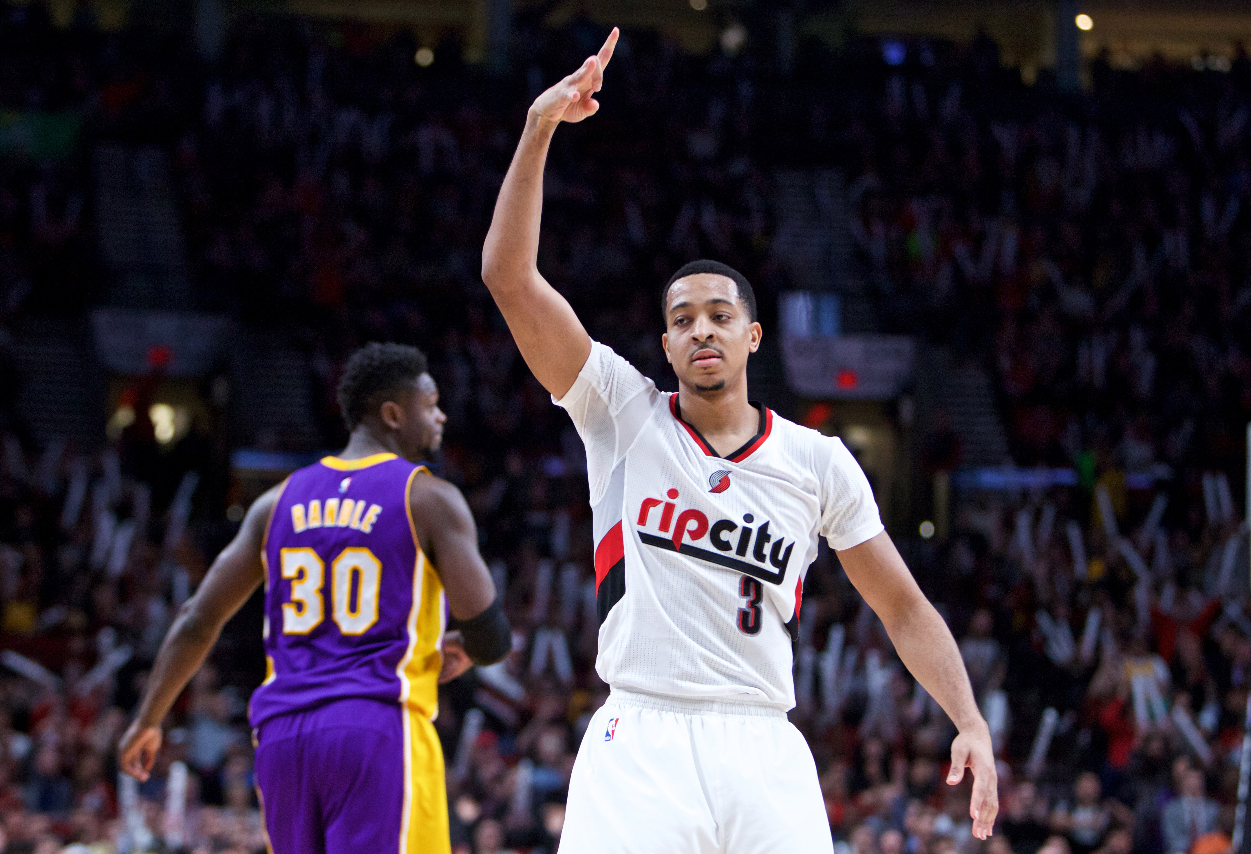 9838425-nba-los-angeles-lakers-at-portland-trail-blazers