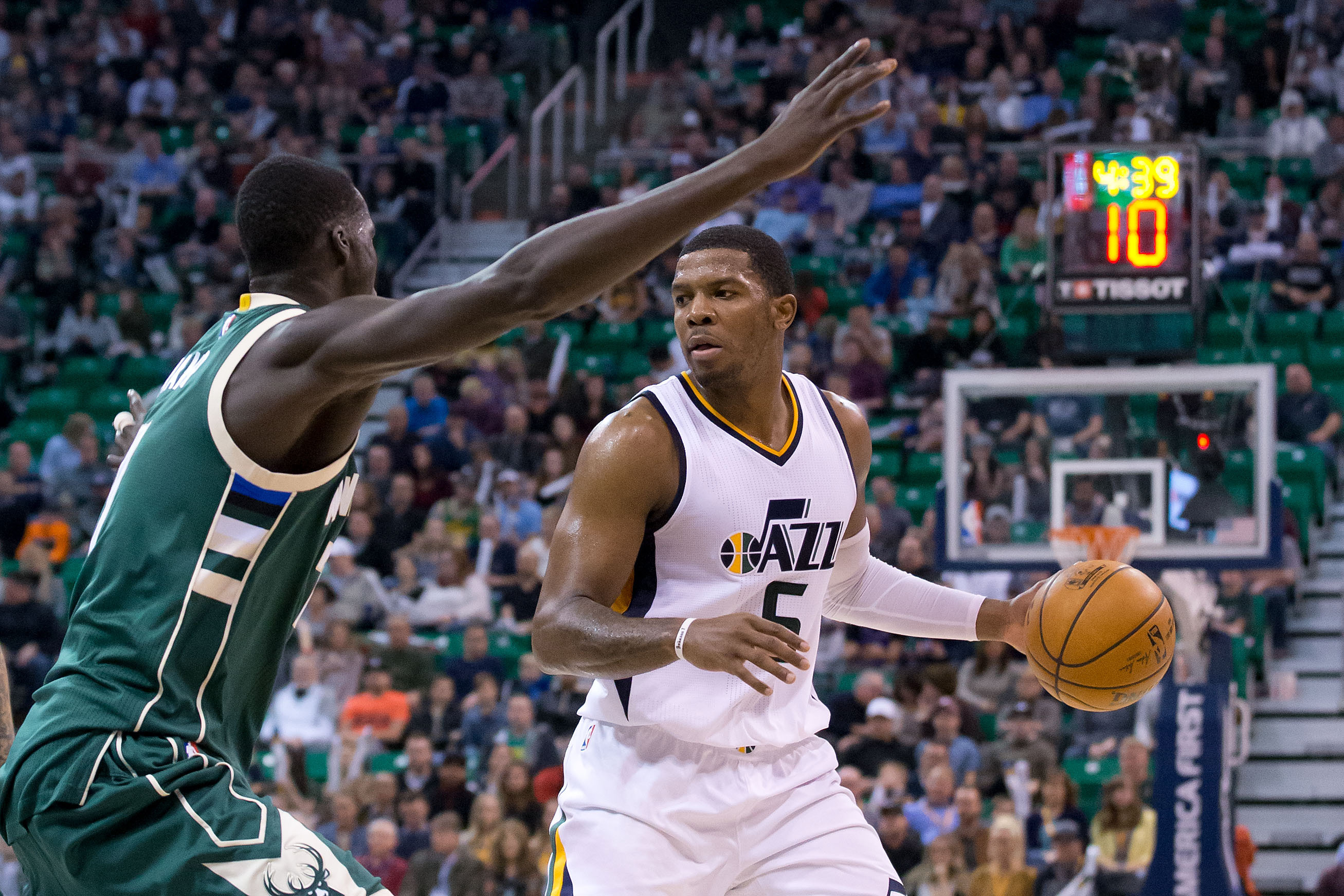 Feb 1, 2017; Salt Lake City, UT, USA; Utah Jazz forward Joe Johnson (6) dribbles the ball as Milwaukee Bucks forward Thon Maker (7) defends during the second half at Vivint Smart Home Arena. The Jazz won 104-88. Mandatory Credit: Russ Isabella-USA TODAY Sports