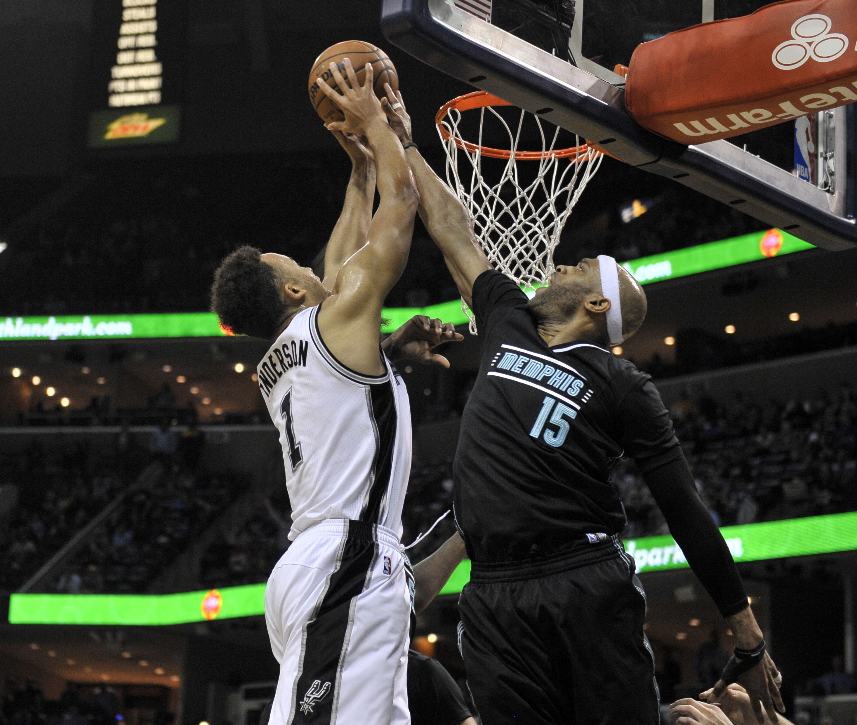 9863731-nba-san-antonio-spurs-at-memphis-grizzlies