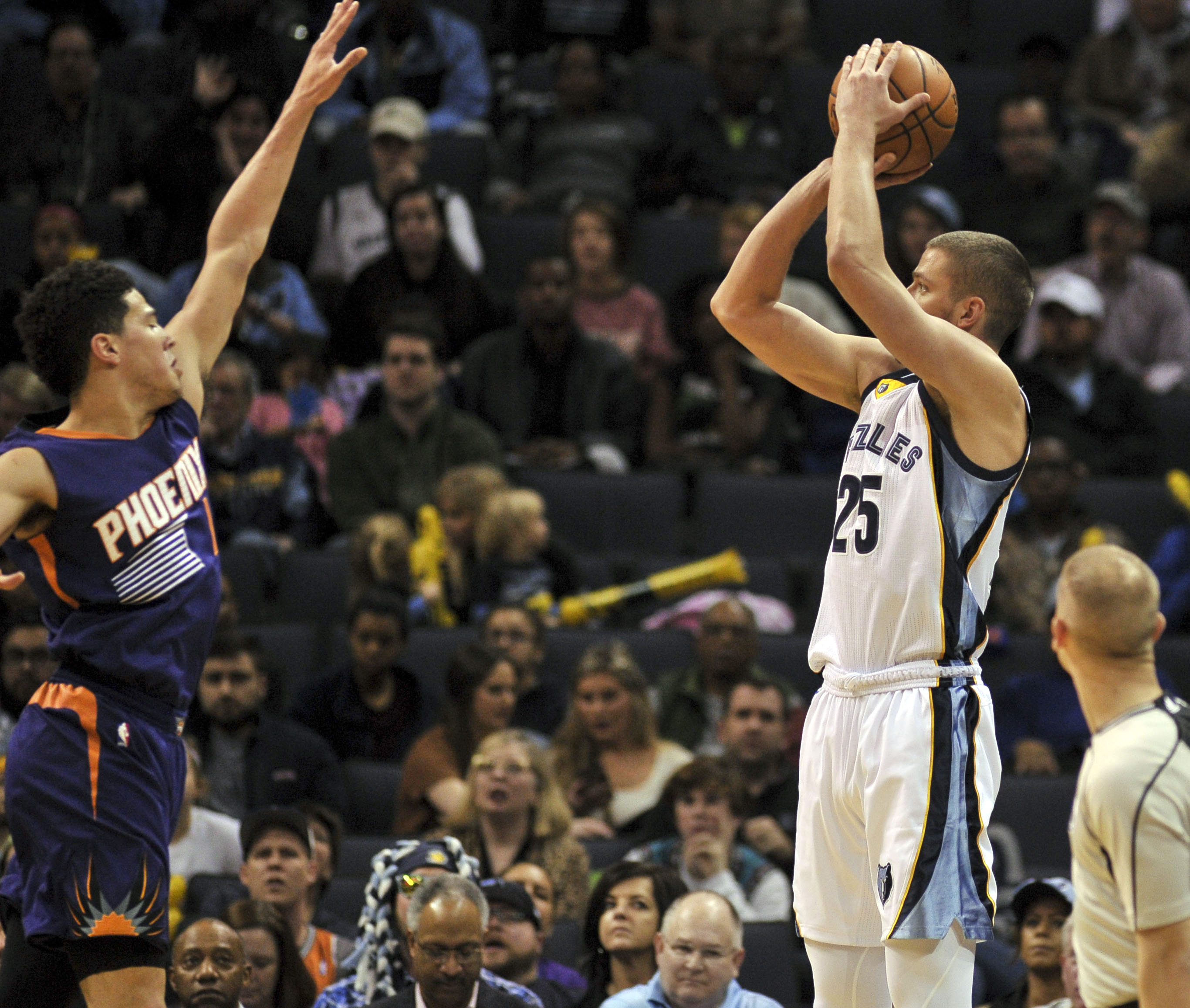 9866263-nba-phoenix-suns-at-memphis-grizzlies