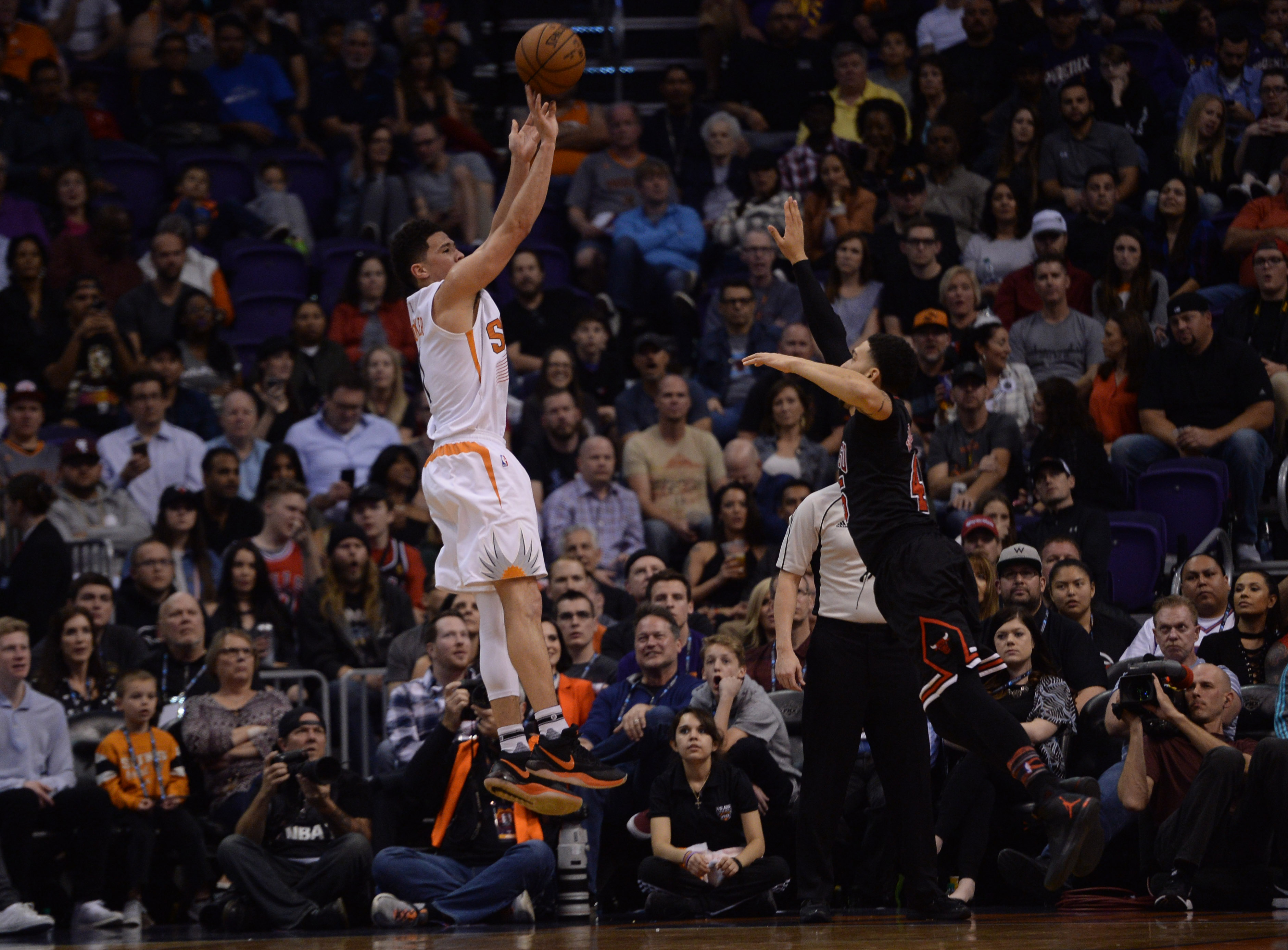 9870633-nba-chicago-bulls-at-phoenix-suns