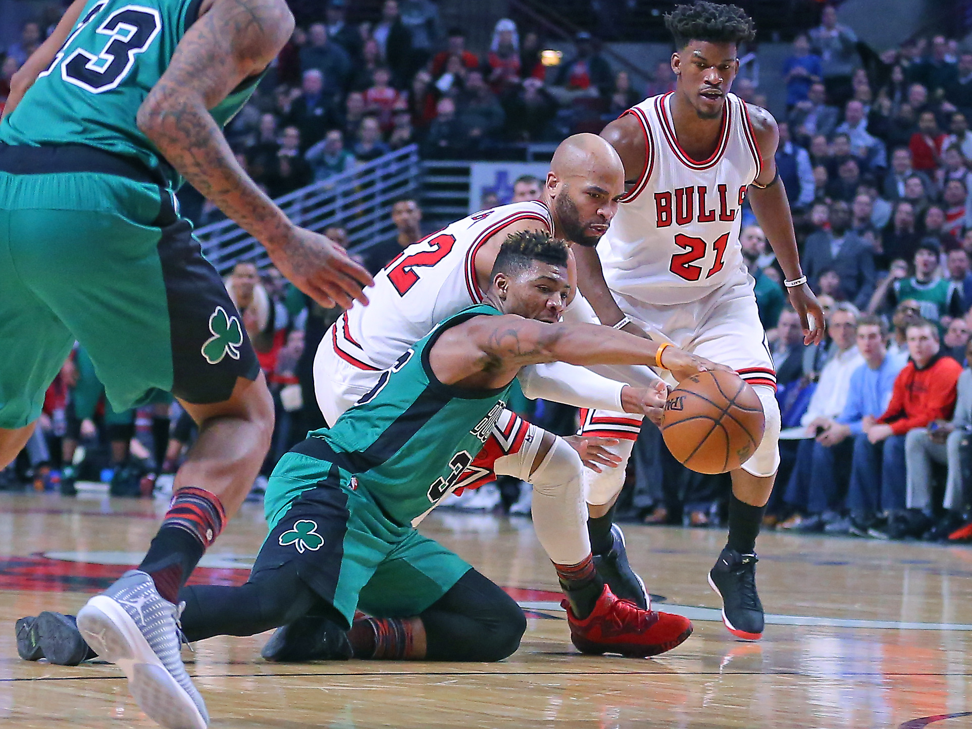 9881555-nba-boston-celtics-at-chicago-bulls