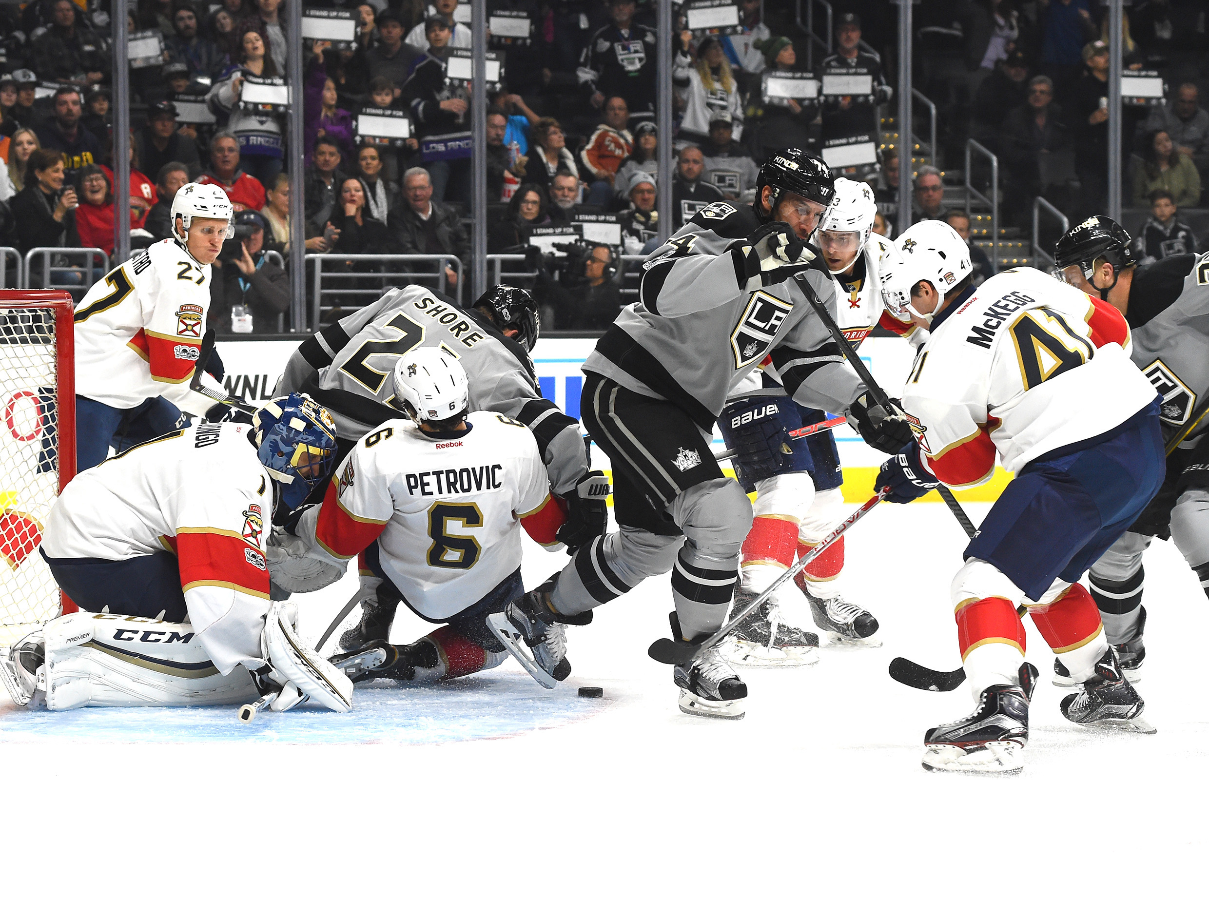 9886863-nhl-florida-panthers-at-los-angeles-kings