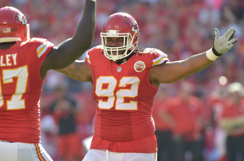 Chiefs signing DT Bennie Logan, likely ends pursuit of Dontari Poe