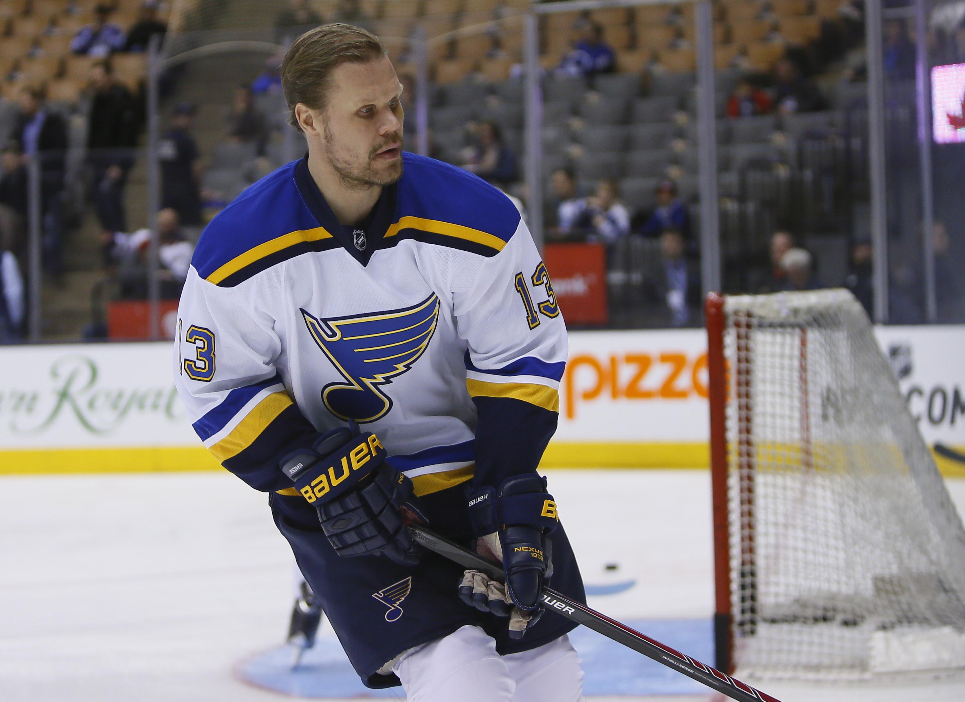 8429510-nhl-st.-louis-blues-at-toronto-maple-leafs