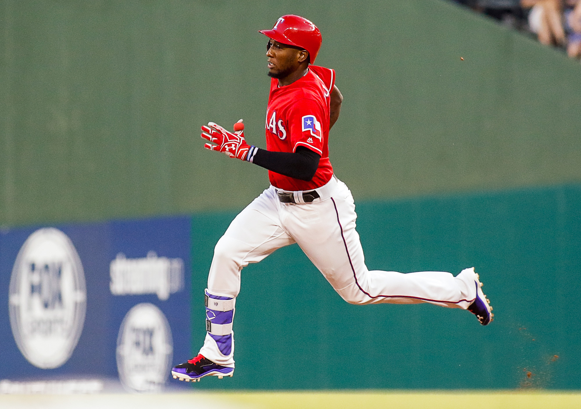 9332664-mlb-seattle-mariners-at-texas-rangers