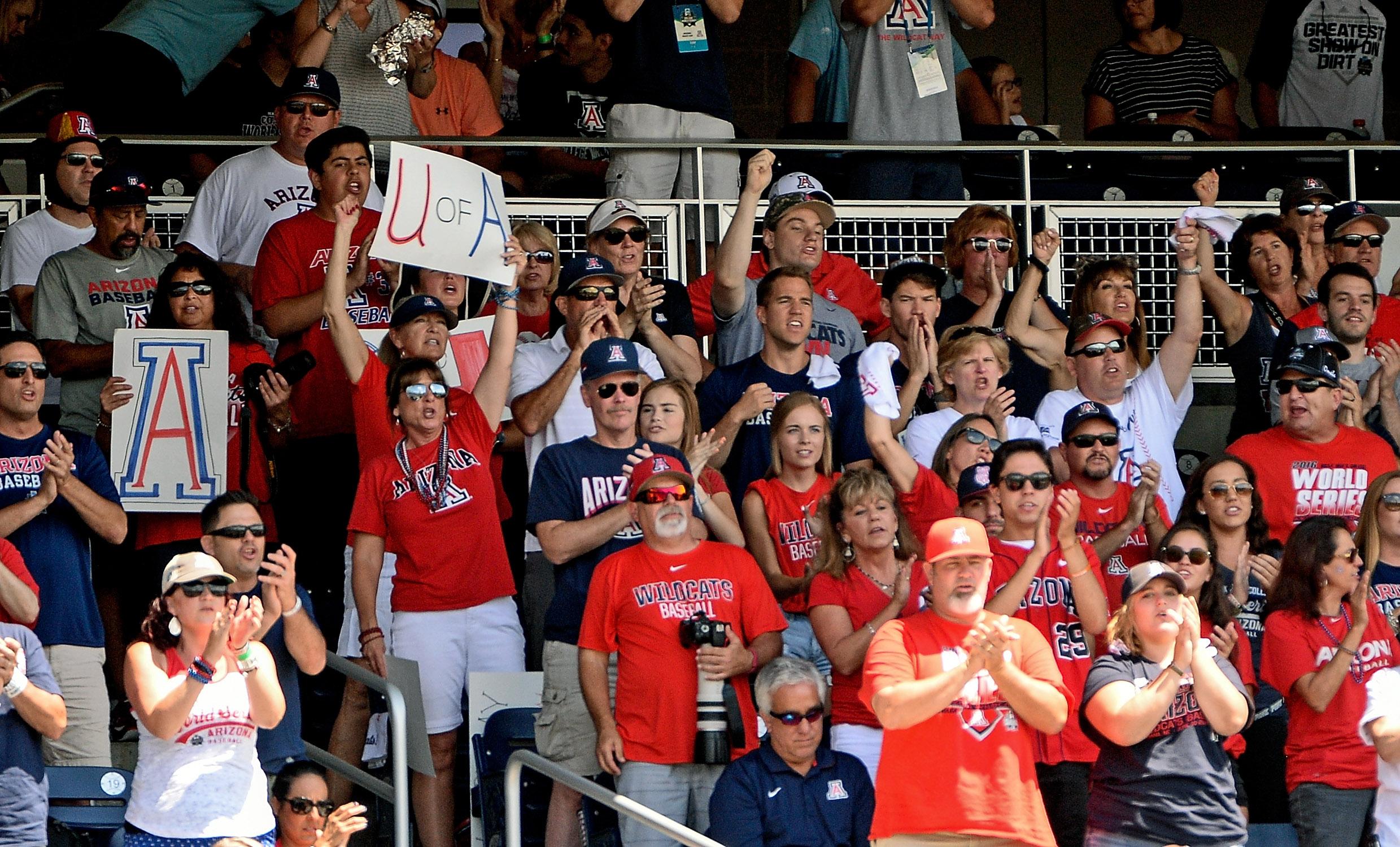 9363348-ncaa-baseball-college-world-series-arizona-vs-coastal-carolina