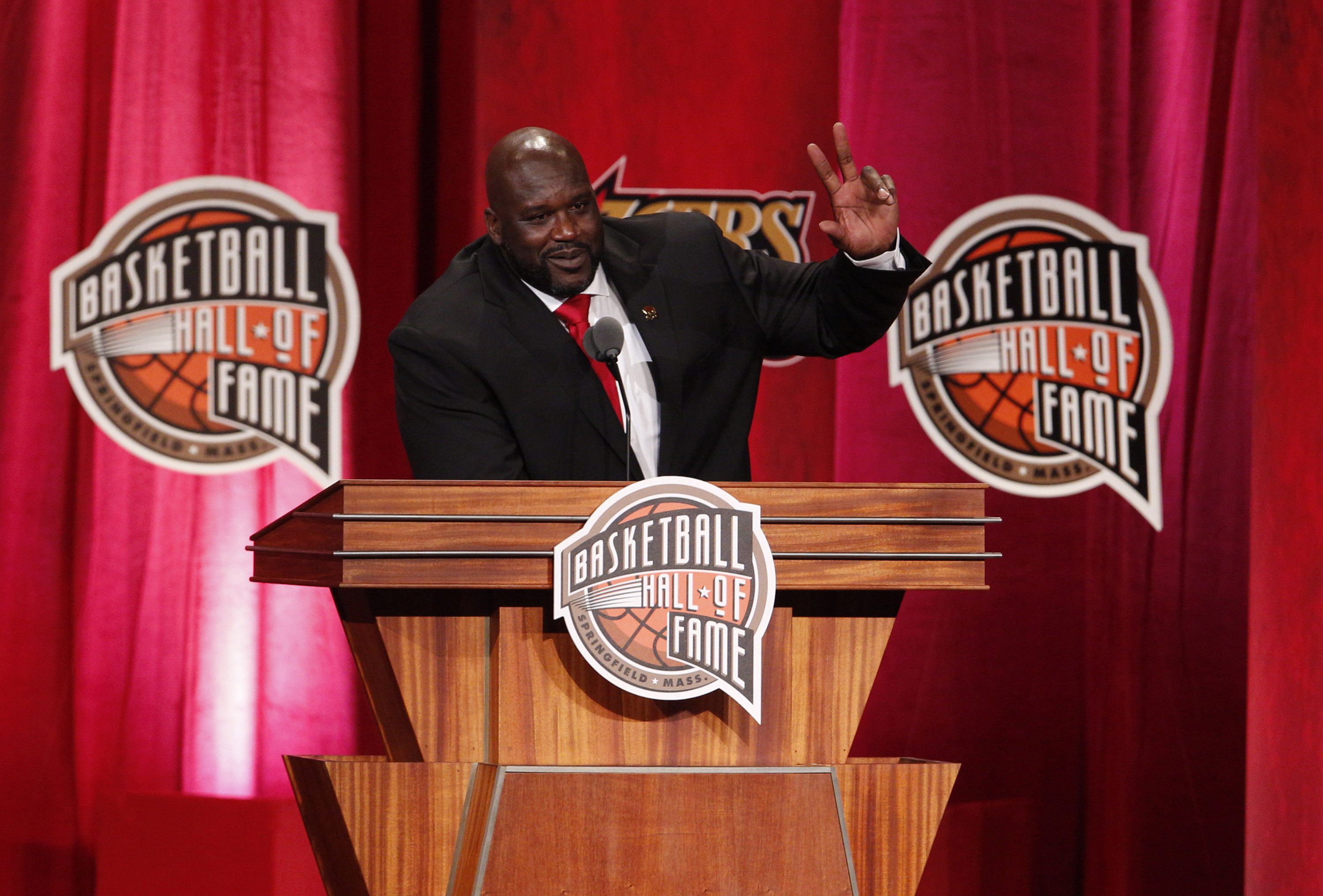 9530150-basketball-hall-of-fame-enshrinement
