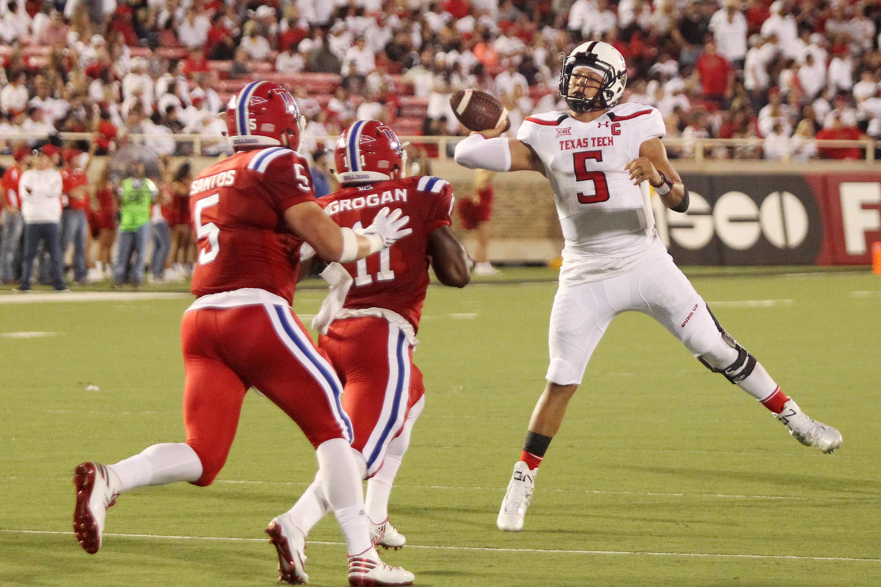 9547797-ncaa-football-louisiana-tech-at-texas-tech