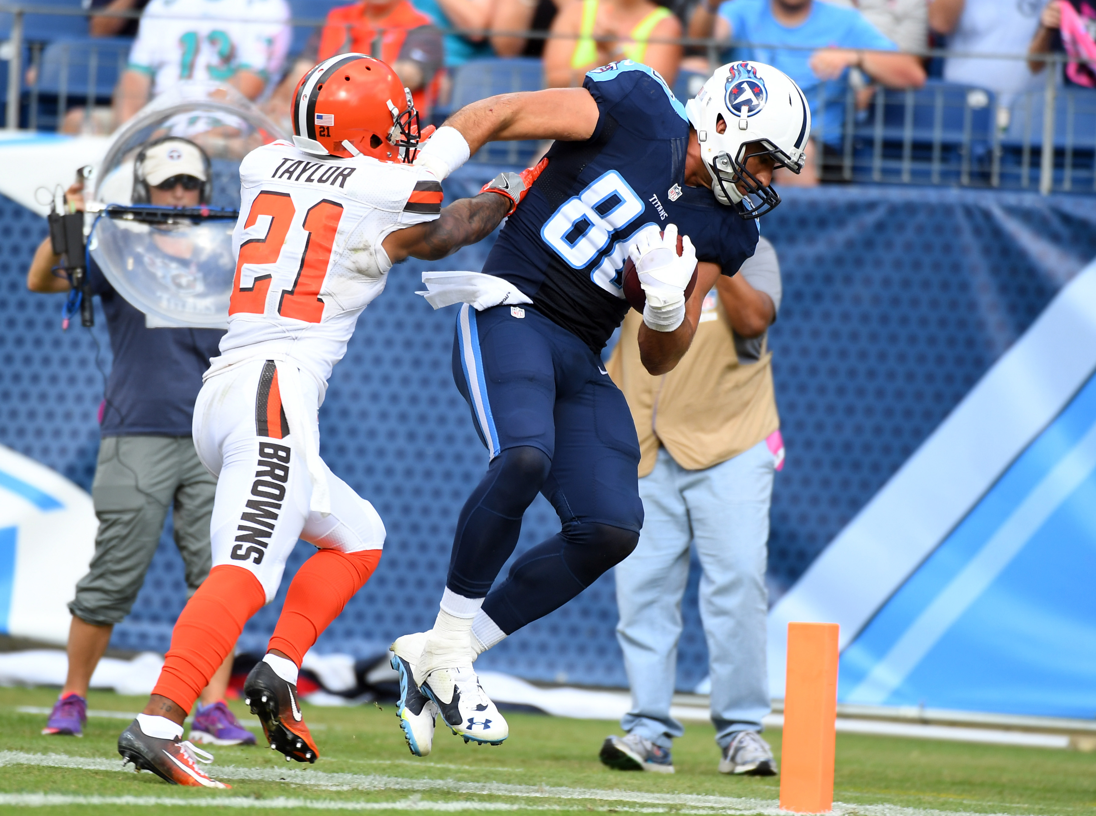 9612769-nfl-cleveland-browns-at-tennessee-titans