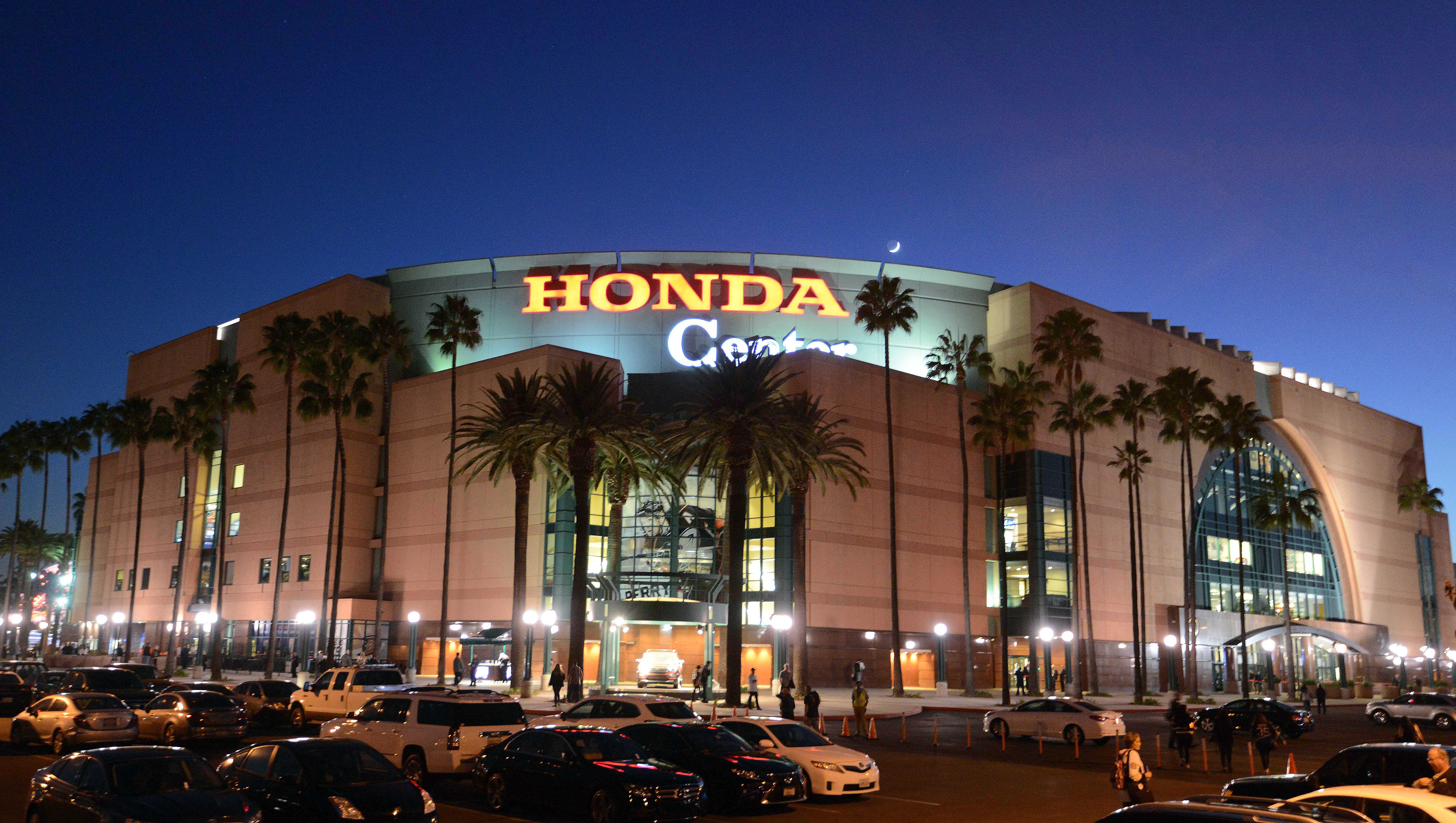 9650248-nhl-pittsburgh-penguins-at-anaheim-ducks