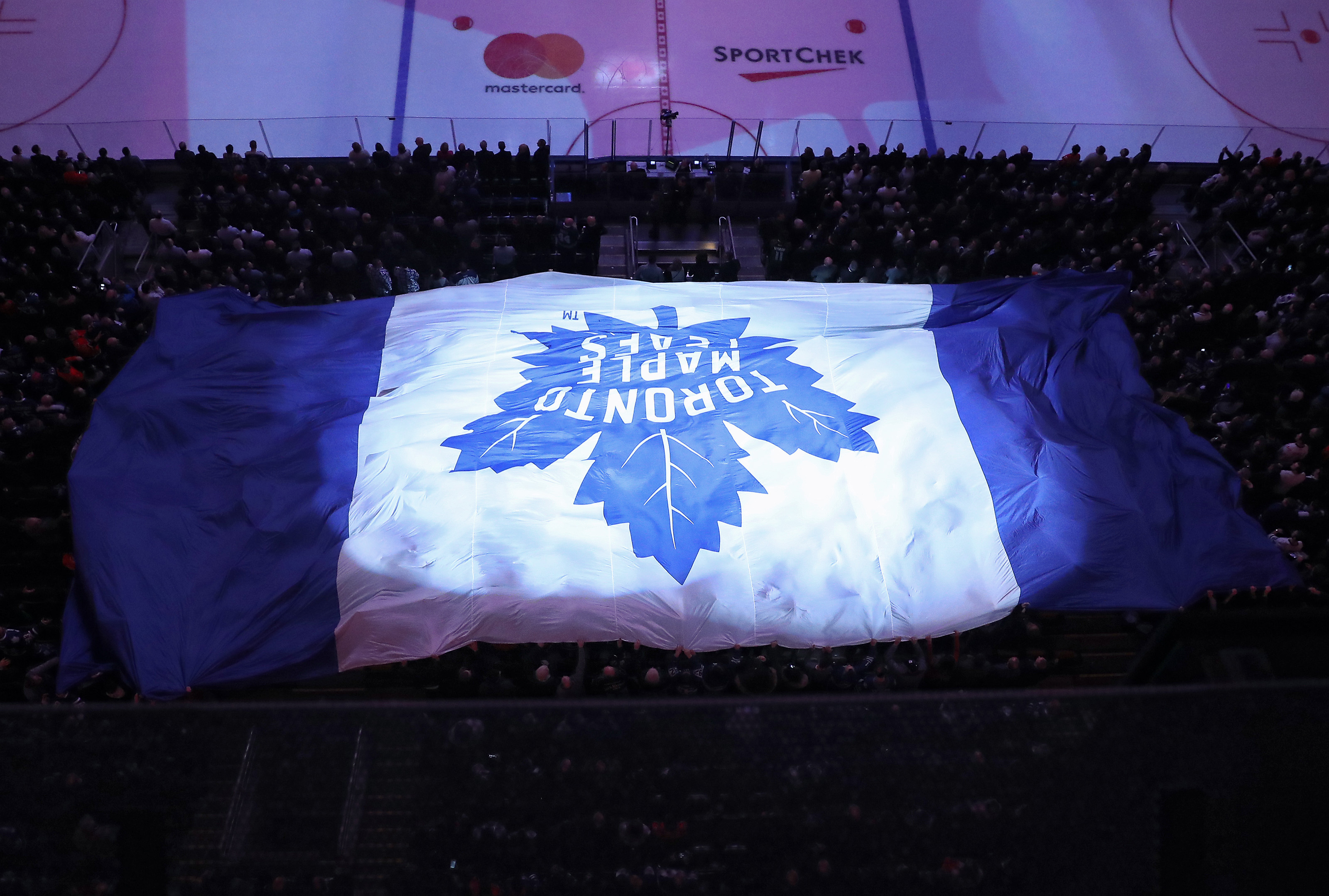 9834023-nhl-calgary-flames-at-toronto-maple-leafs