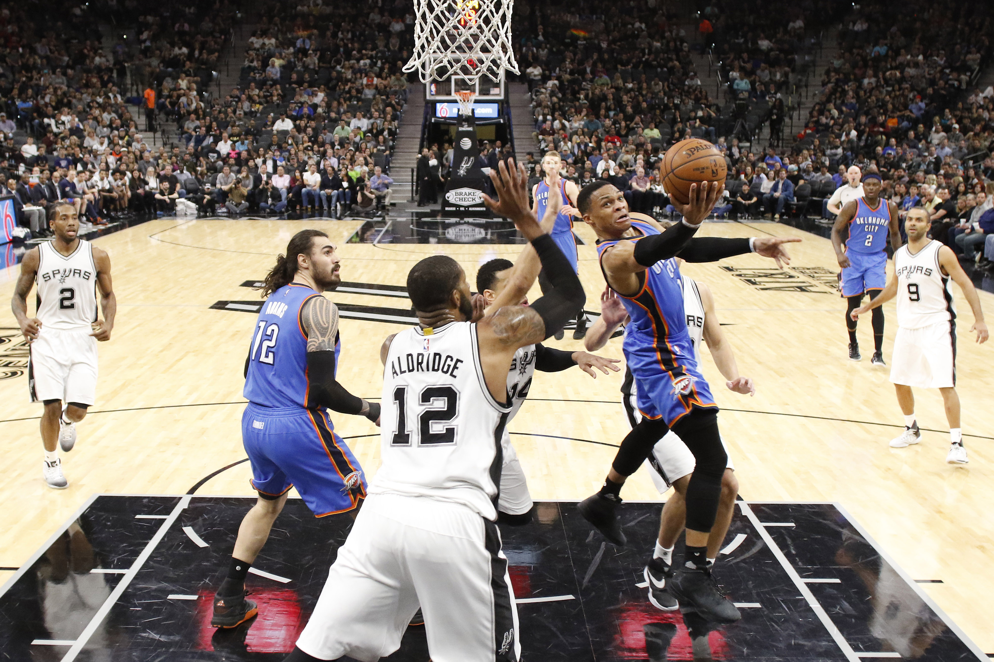 Russell Westbrook leads the Thunder past the Spurs