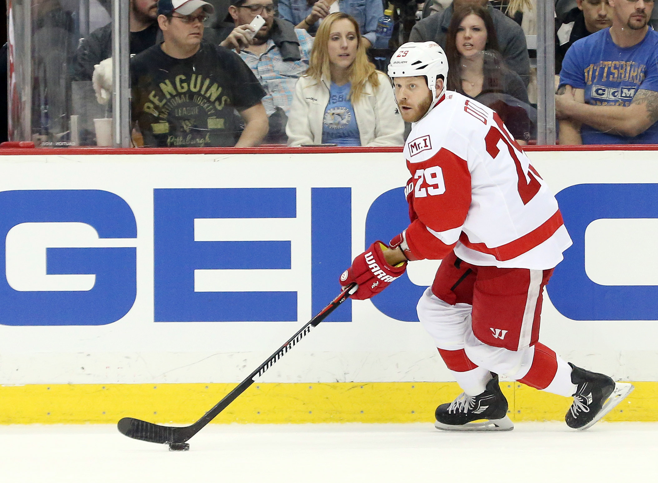 9894448-nhl-detroit-red-wings-at-pittsburgh-penguins