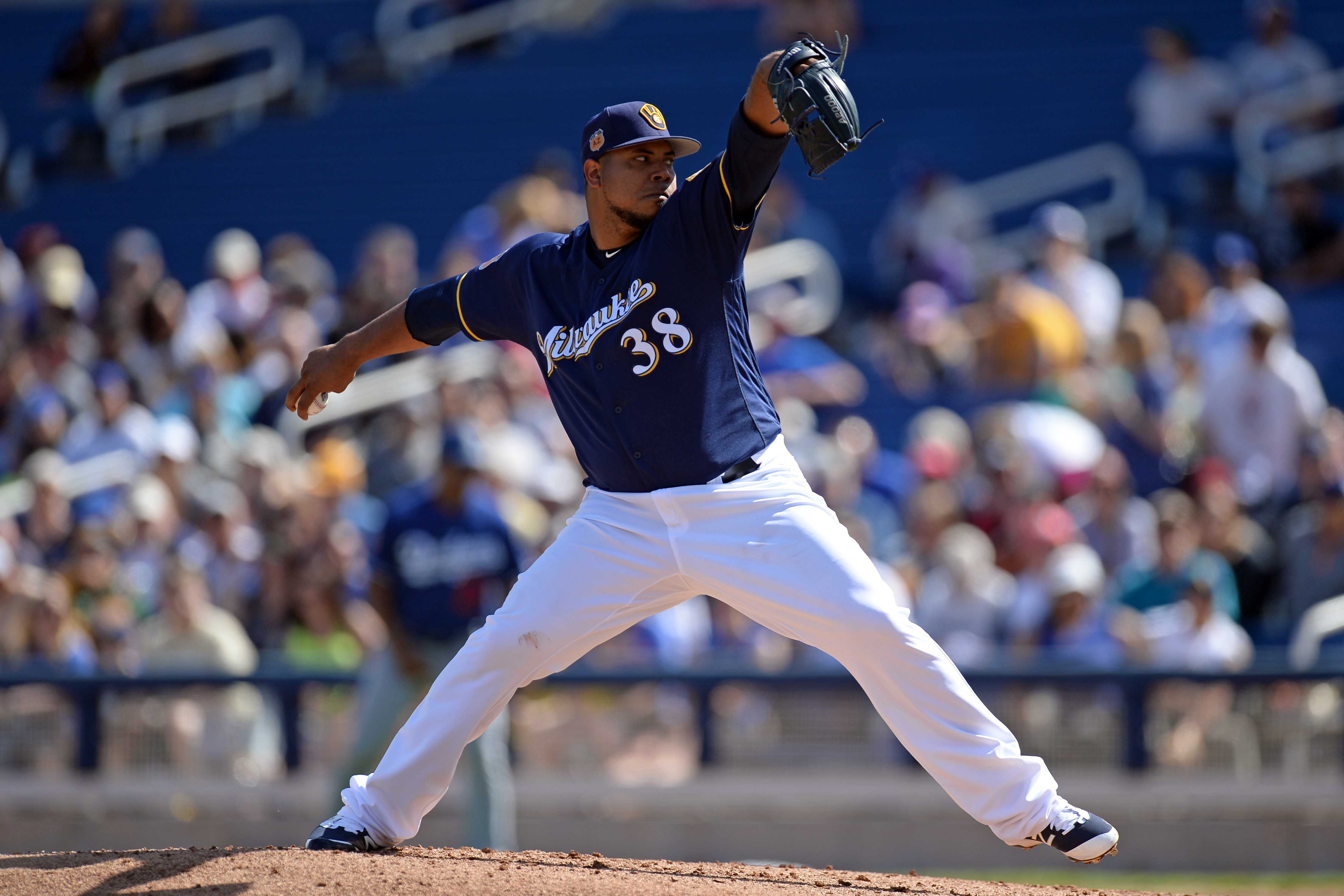 9902462-mlb-spring-training-los-angeles-dodgers-at-milwaukee-brewers