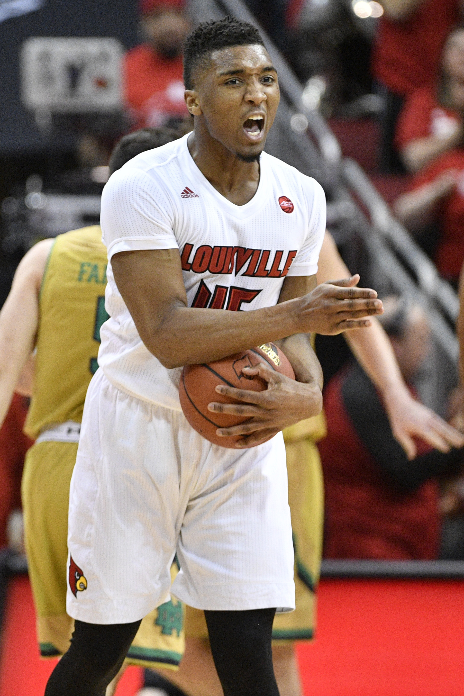9916099-ncaa-basketball-notre-dame-at-louisville