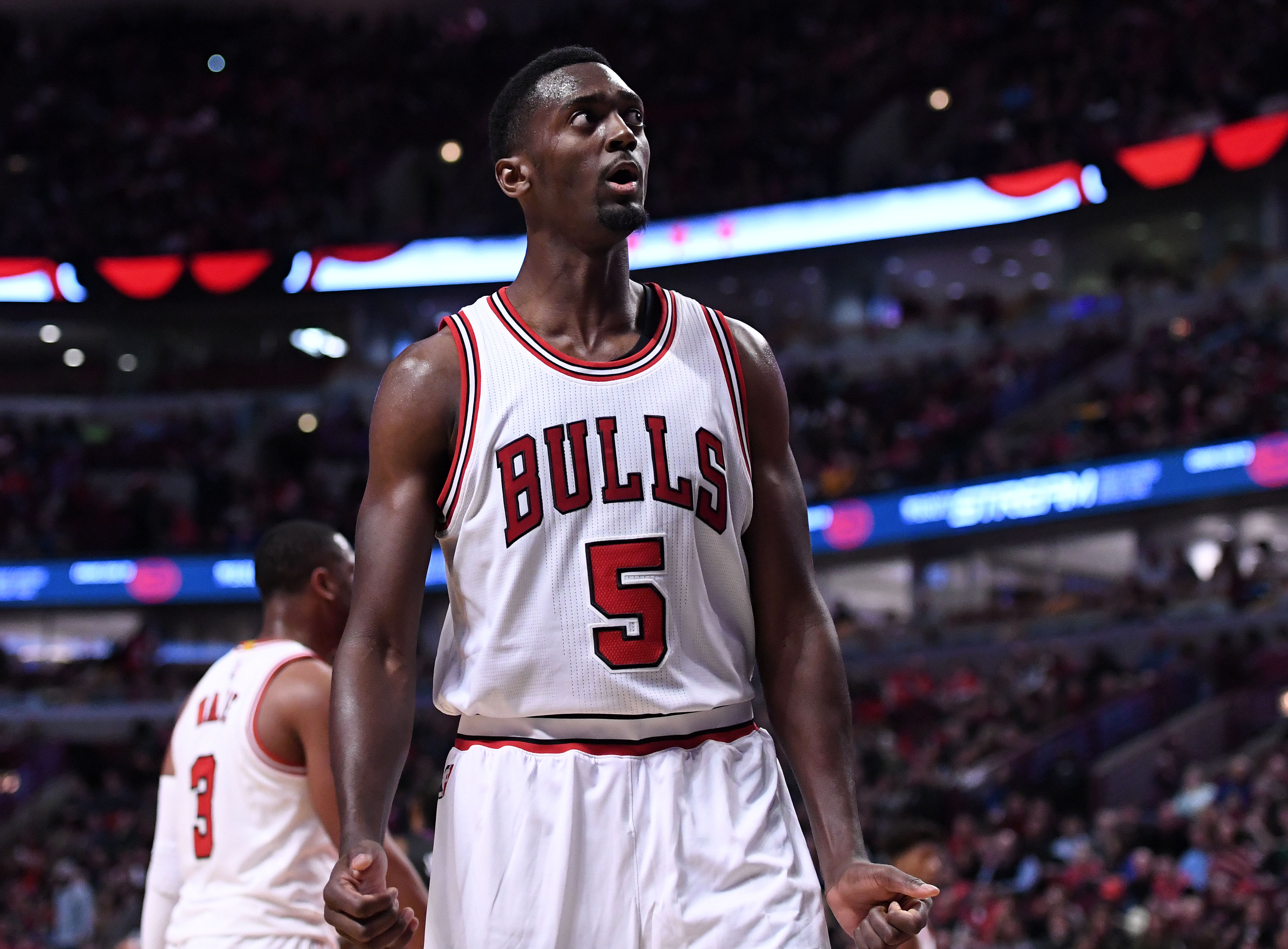 9918356-nba-los-angeles-clippers-at-chicago-bulls