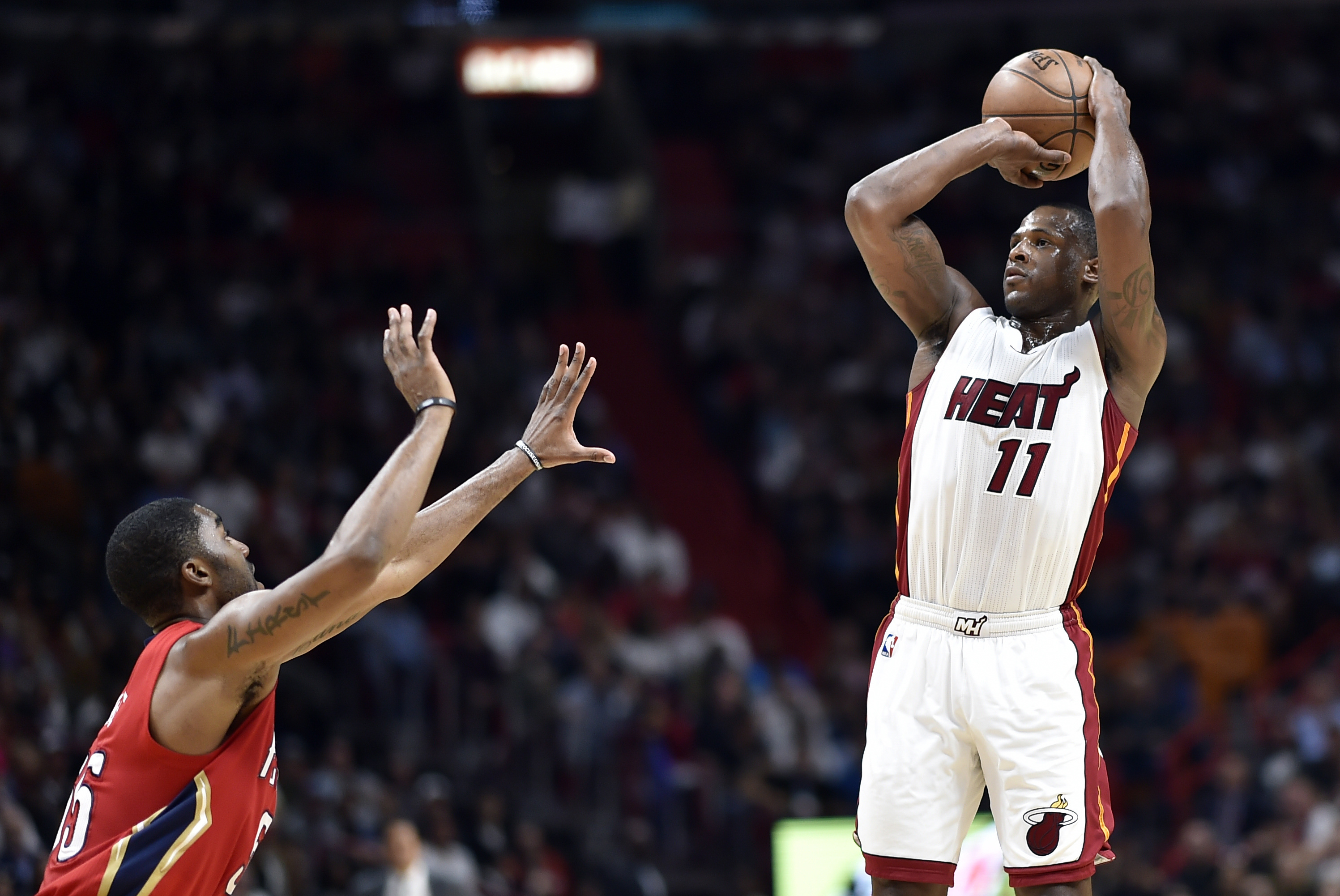 Despite late injury, Whiteside leads Heat past Suns