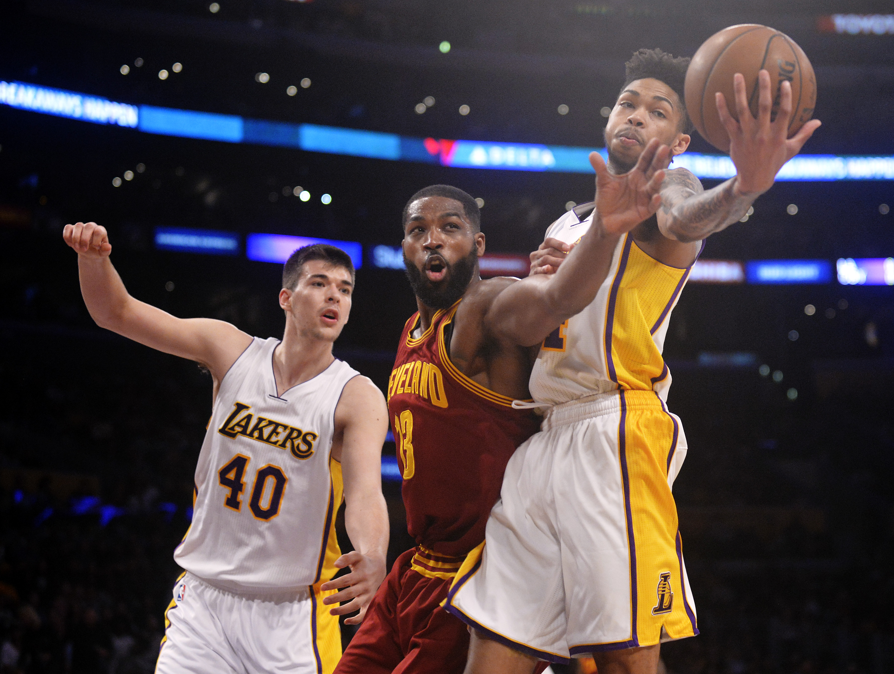 9959106-nba-cleveland-cavaliers-at-los-angeles-lakers-1