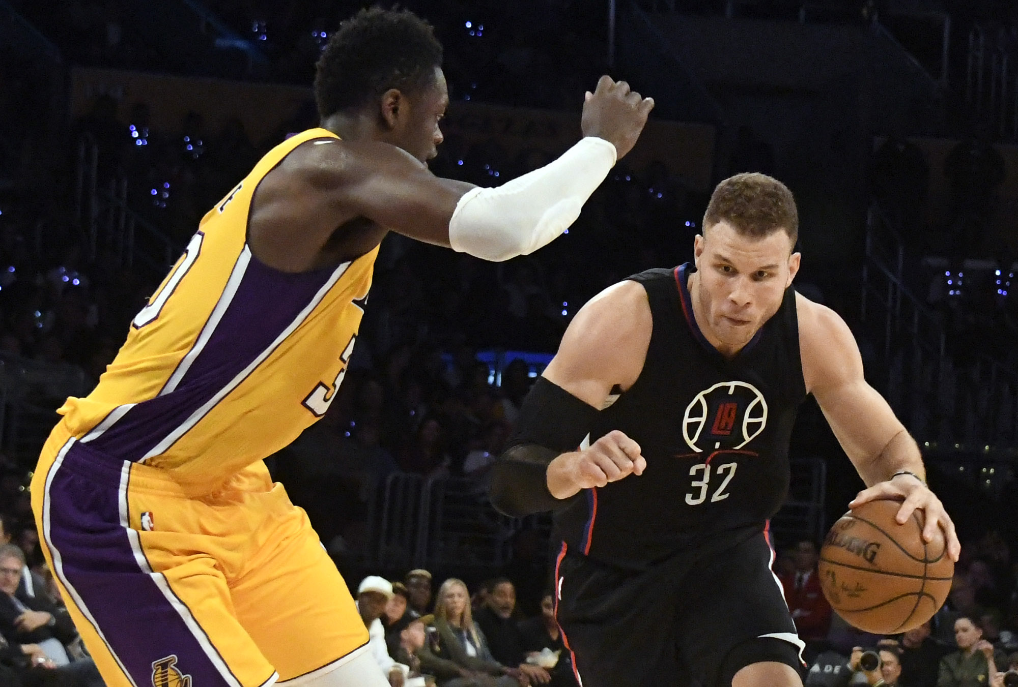 9963111-nba-los-angeles-clippers-at-los-angeles-lakers
