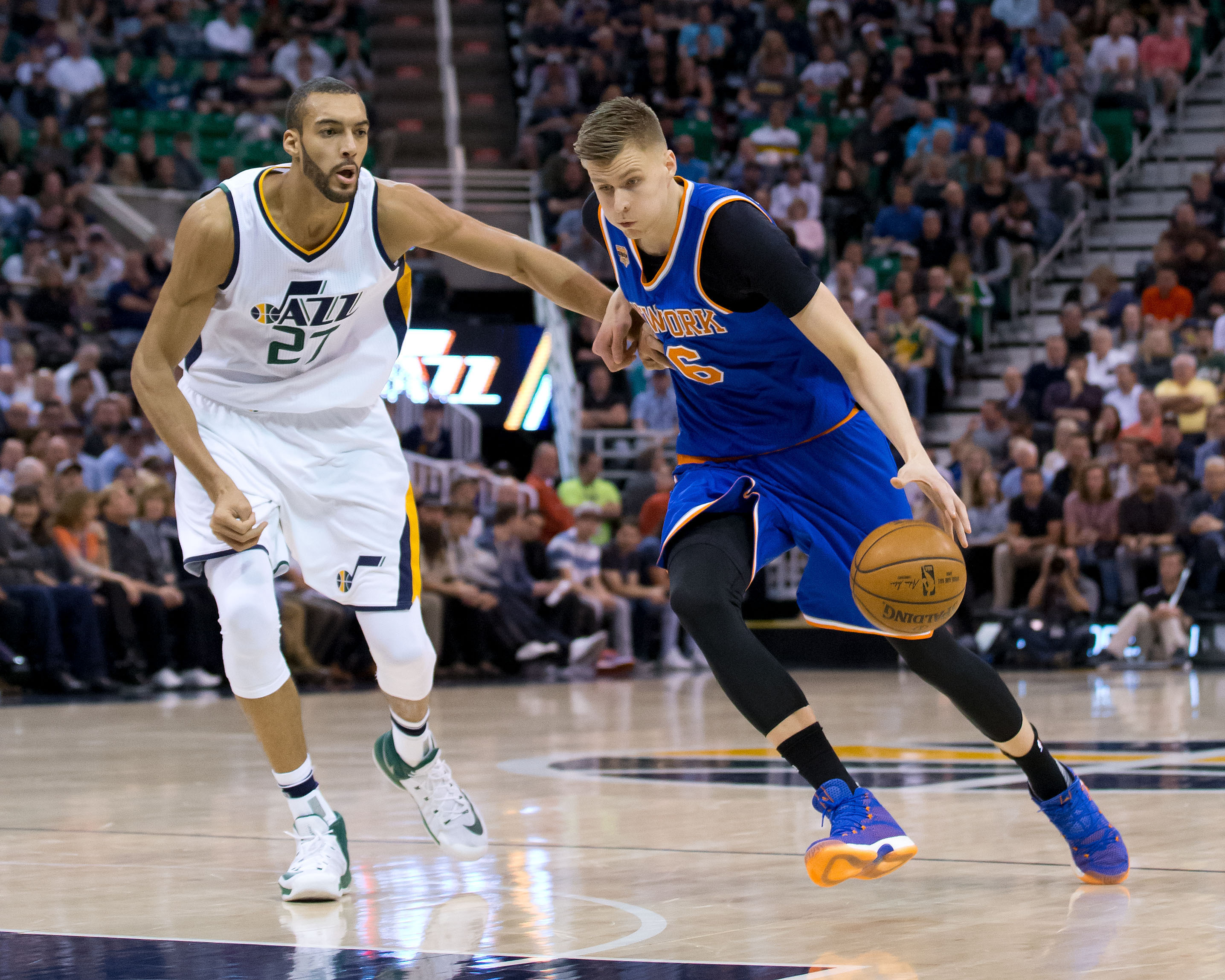 9965404-nba-new-york-knicks-at-utah-jazz