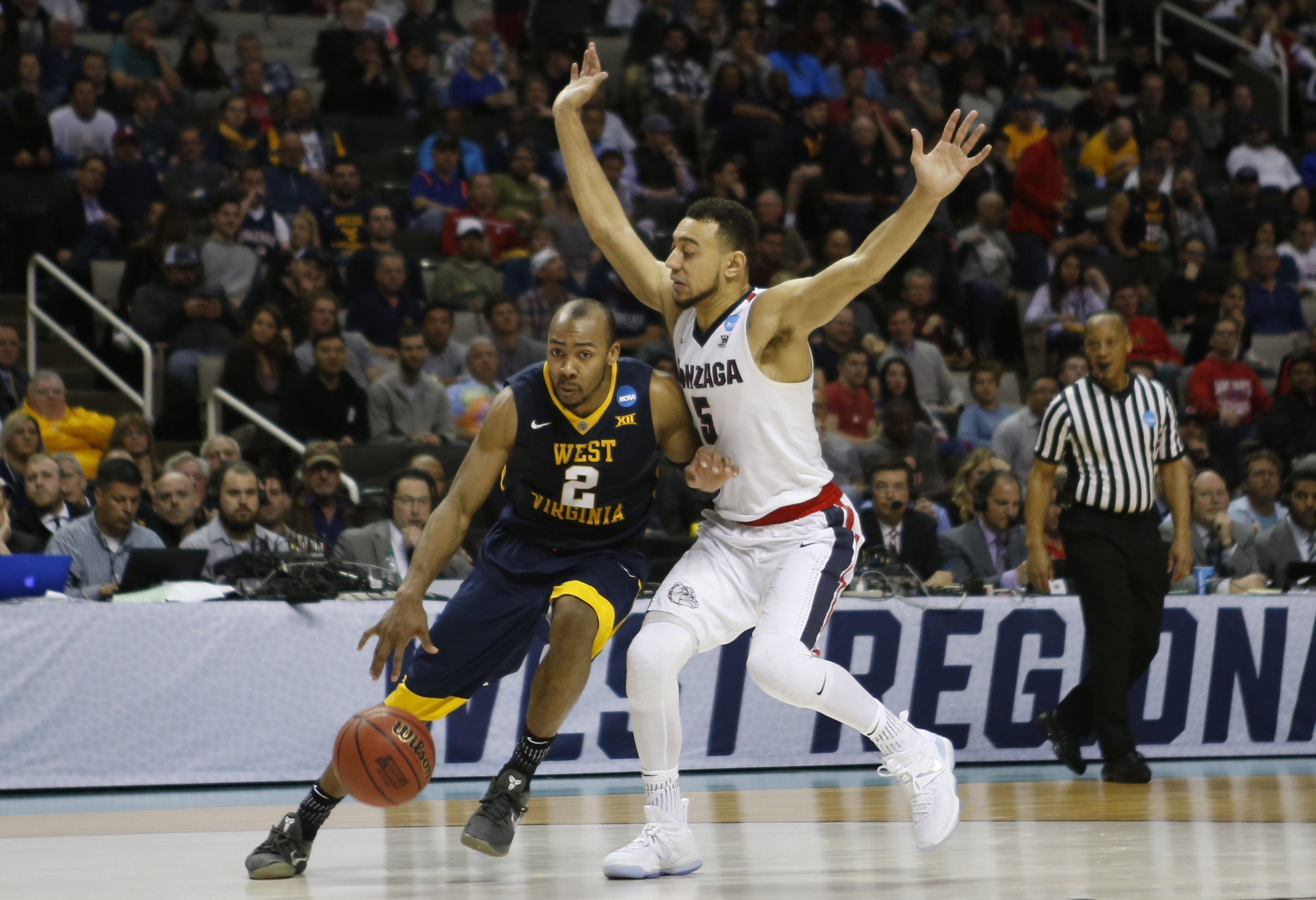 9966685-ncaa-basketball-ncaa-tournament-west-regional-gonzaga-vs-west-virginia
