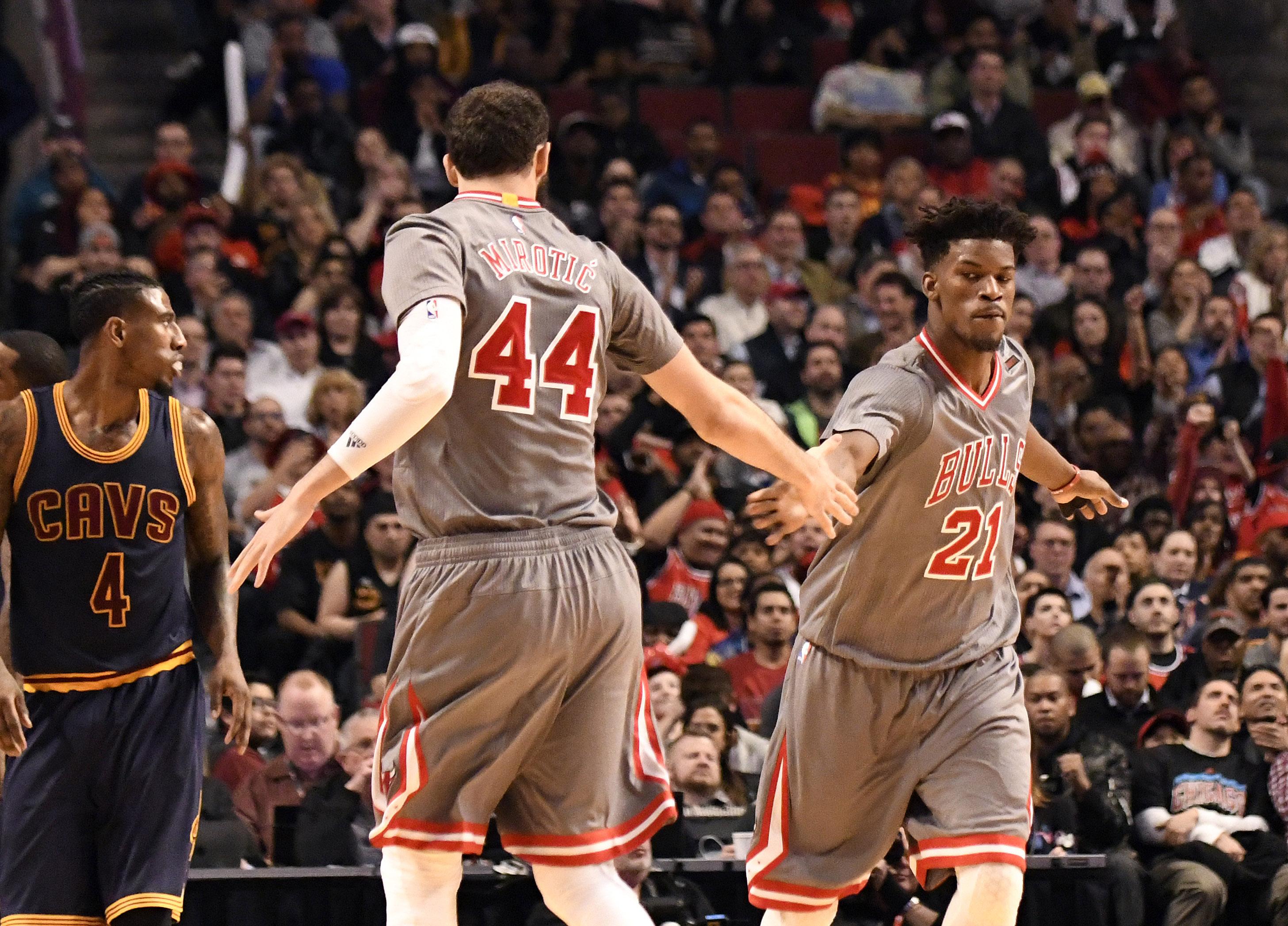 Chicago Bulls push Thursday TNT streak to 20 games, sweep Cavs