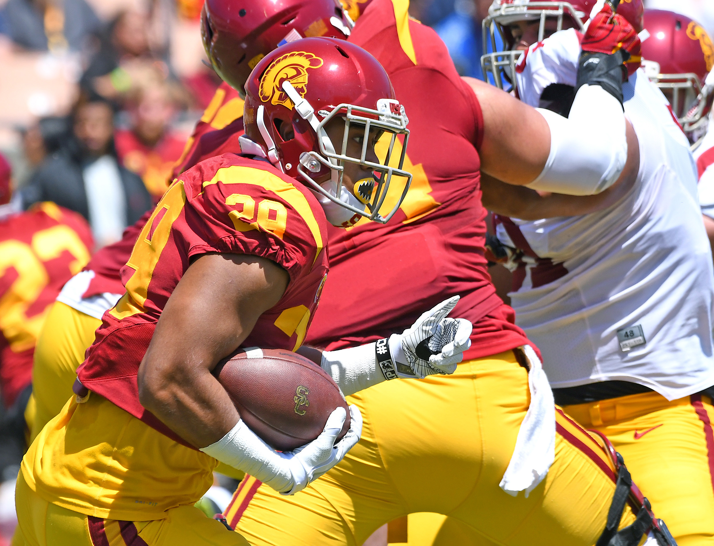 10013925-ncaa-football-southern-california-spring-game