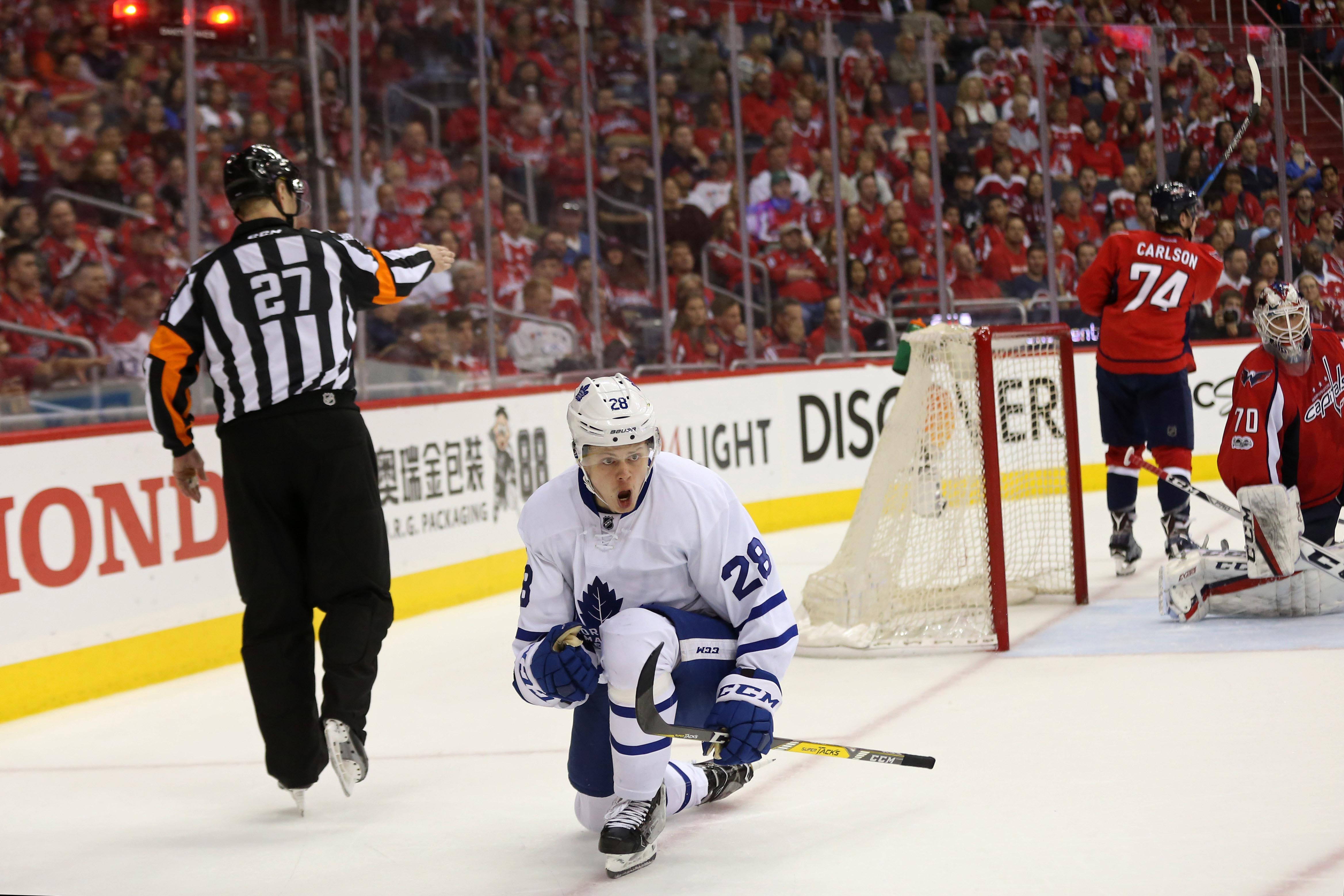 10014676-nhl-stanley-cup-playoffs-toronto-maple-leafs-at-washington-capitals