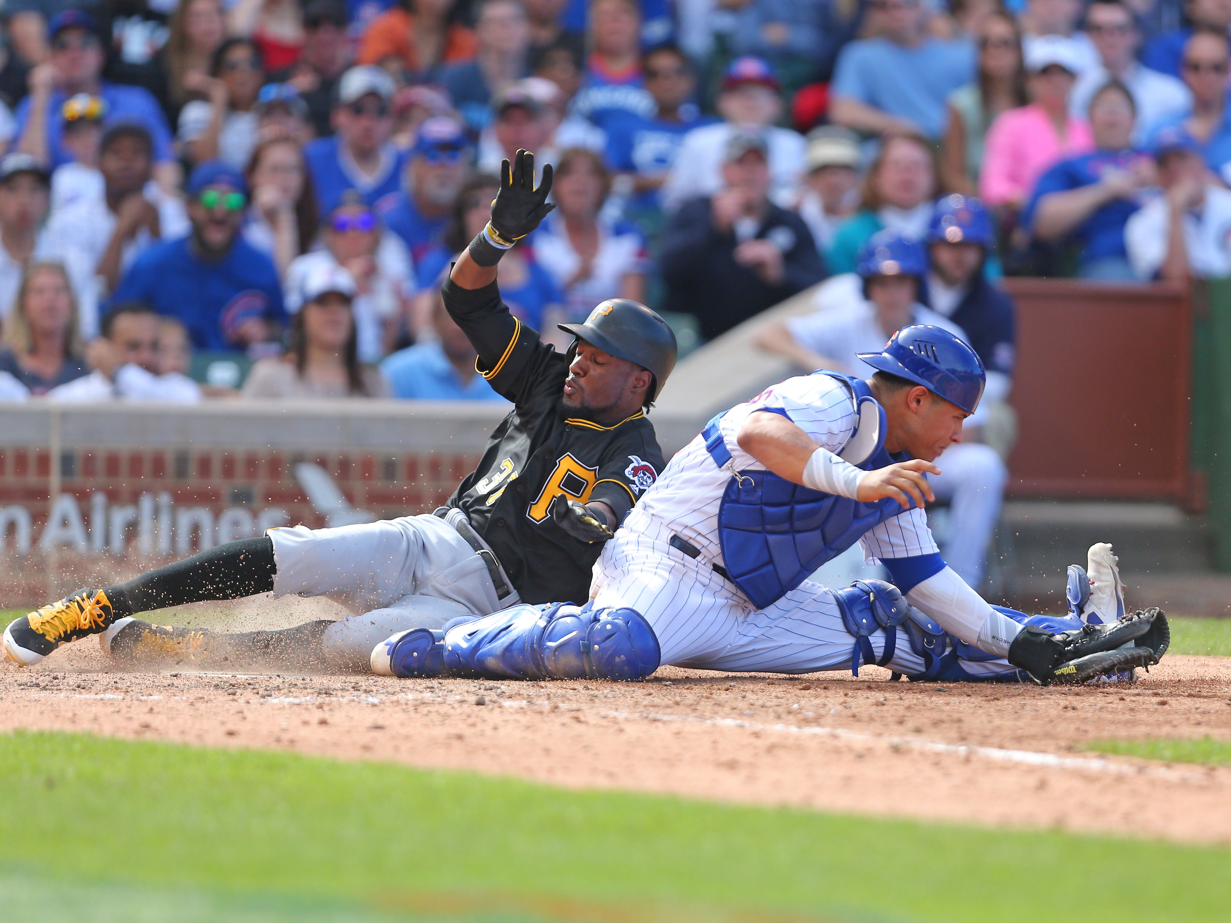 10016214-mlb-pittsburgh-pirates-at-chicago-cubs