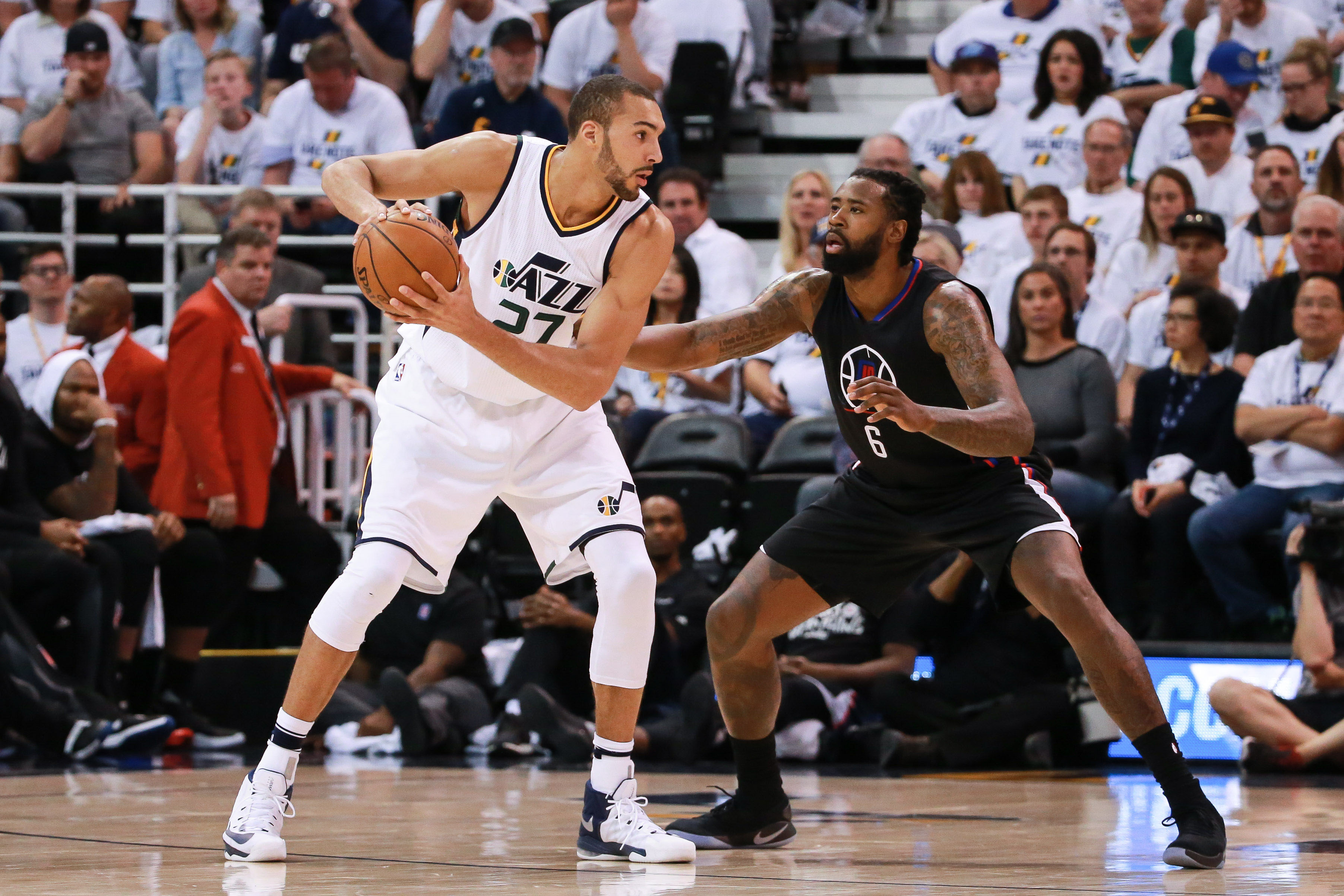 10028606-nba-playoffs-los-angeles-clippers-at-utah-jazz