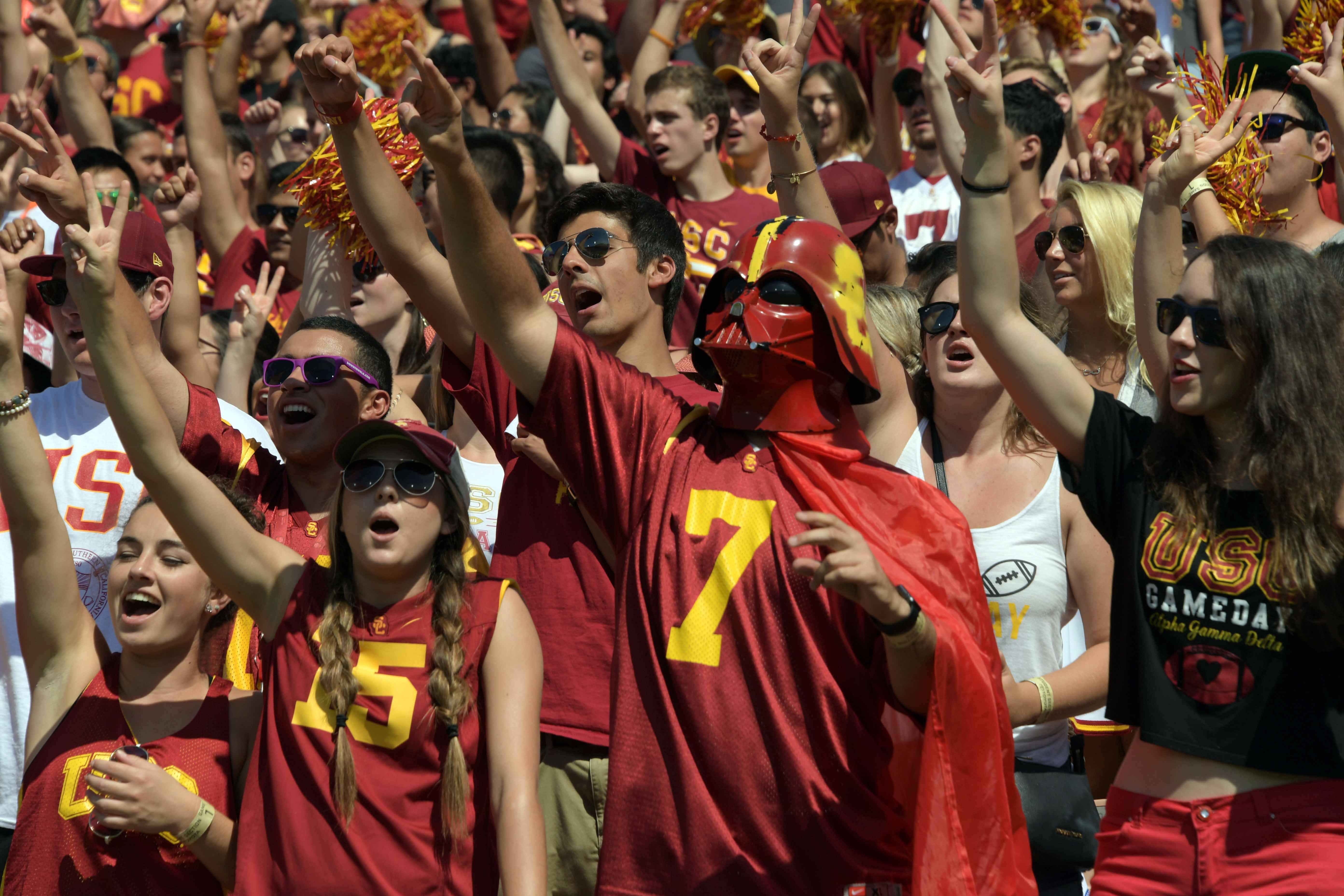 9532191-ncaa-football-utah-state-at-southern-california