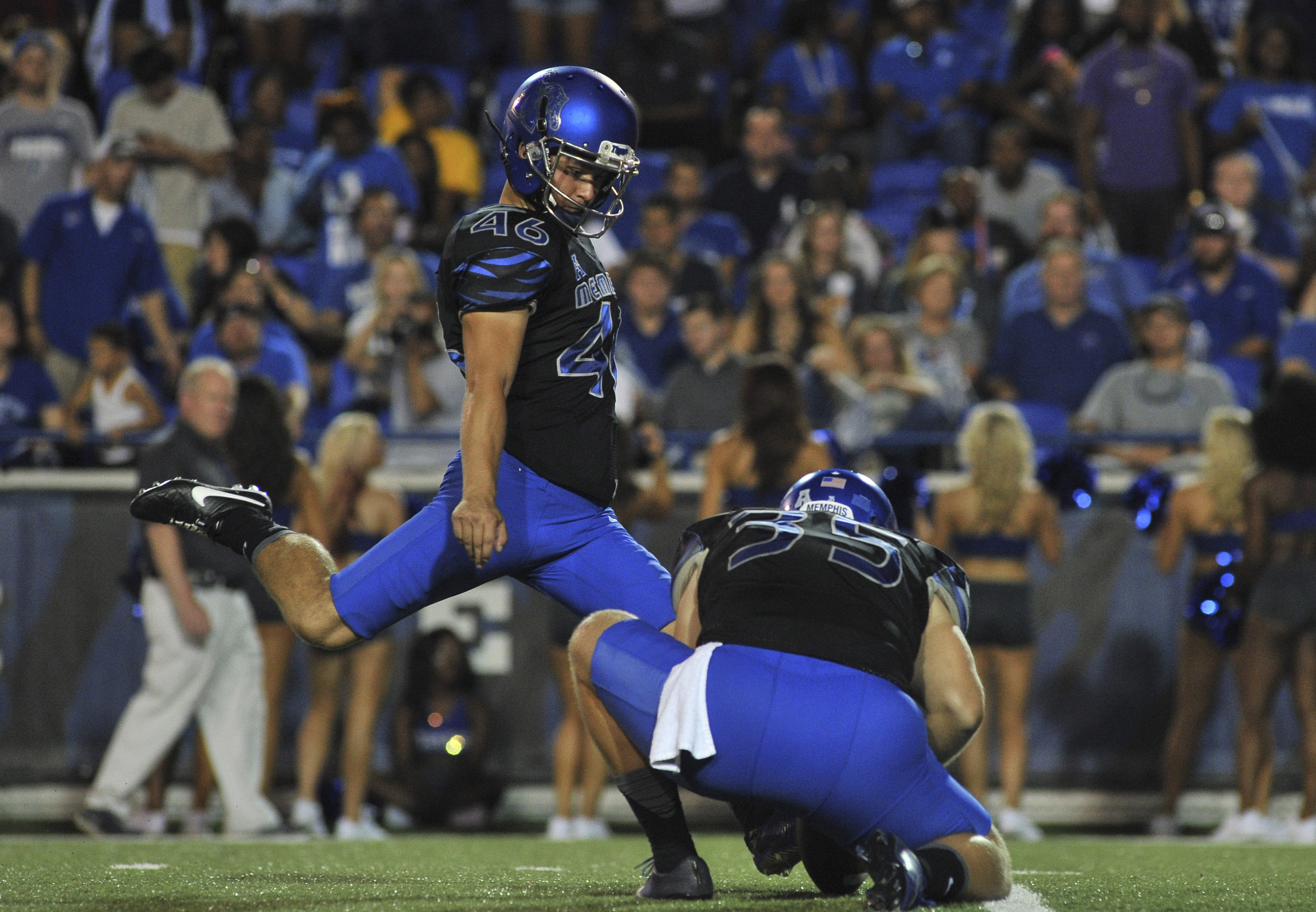 9562796-ncaa-football-bowling-green-at-memphis