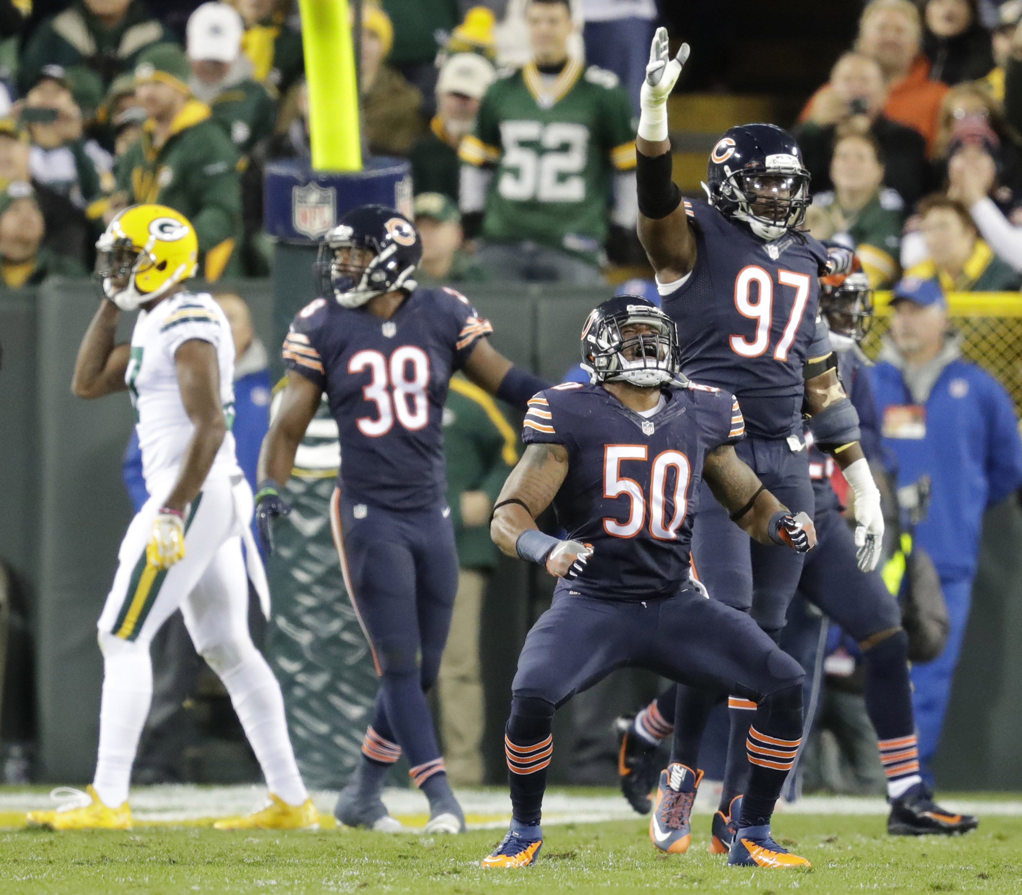9621776-nfl-chicago-bears-at-green-bay-packers