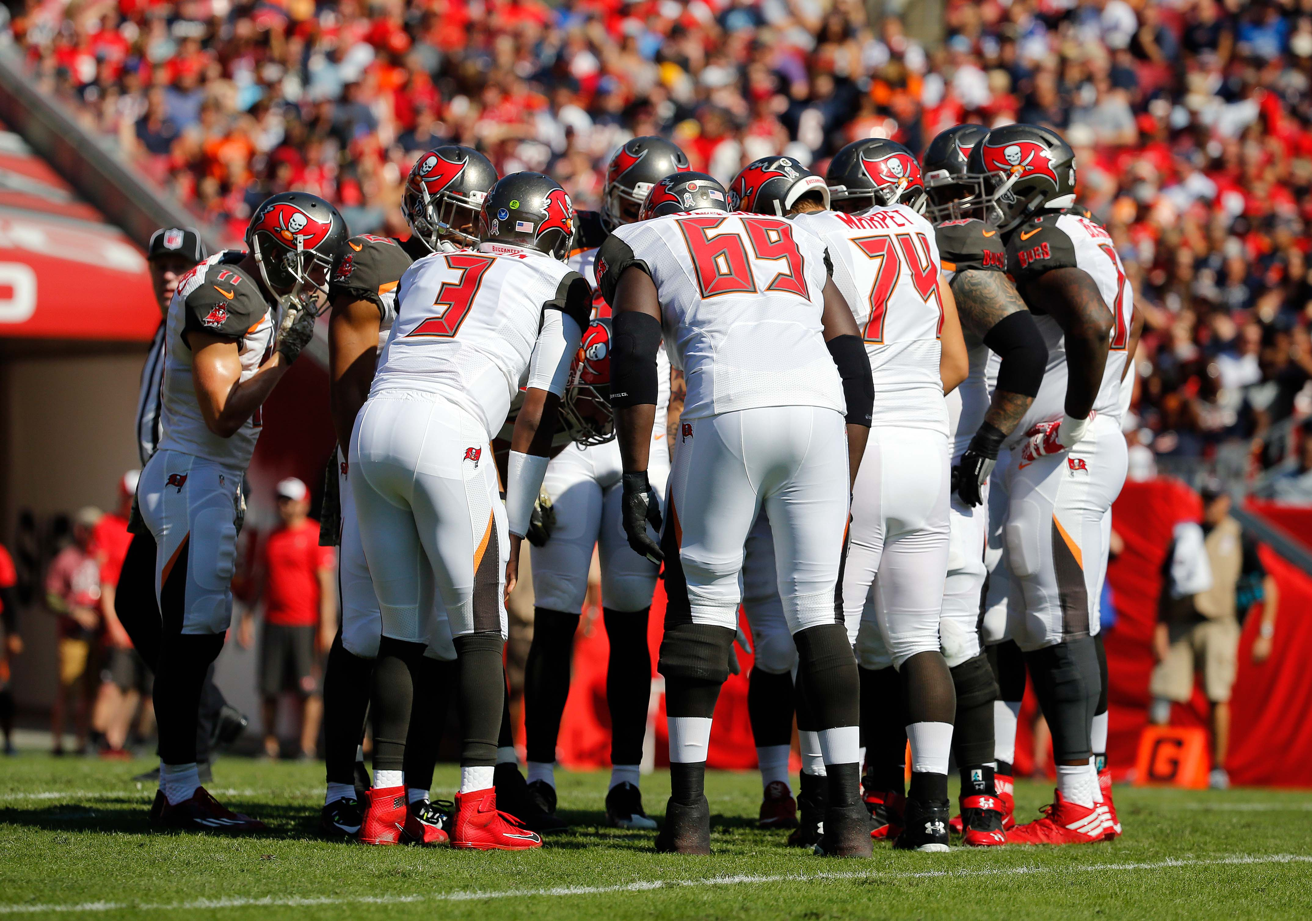9687952-nfl-chicago-bears-at-tampa-bay-buccaneers
