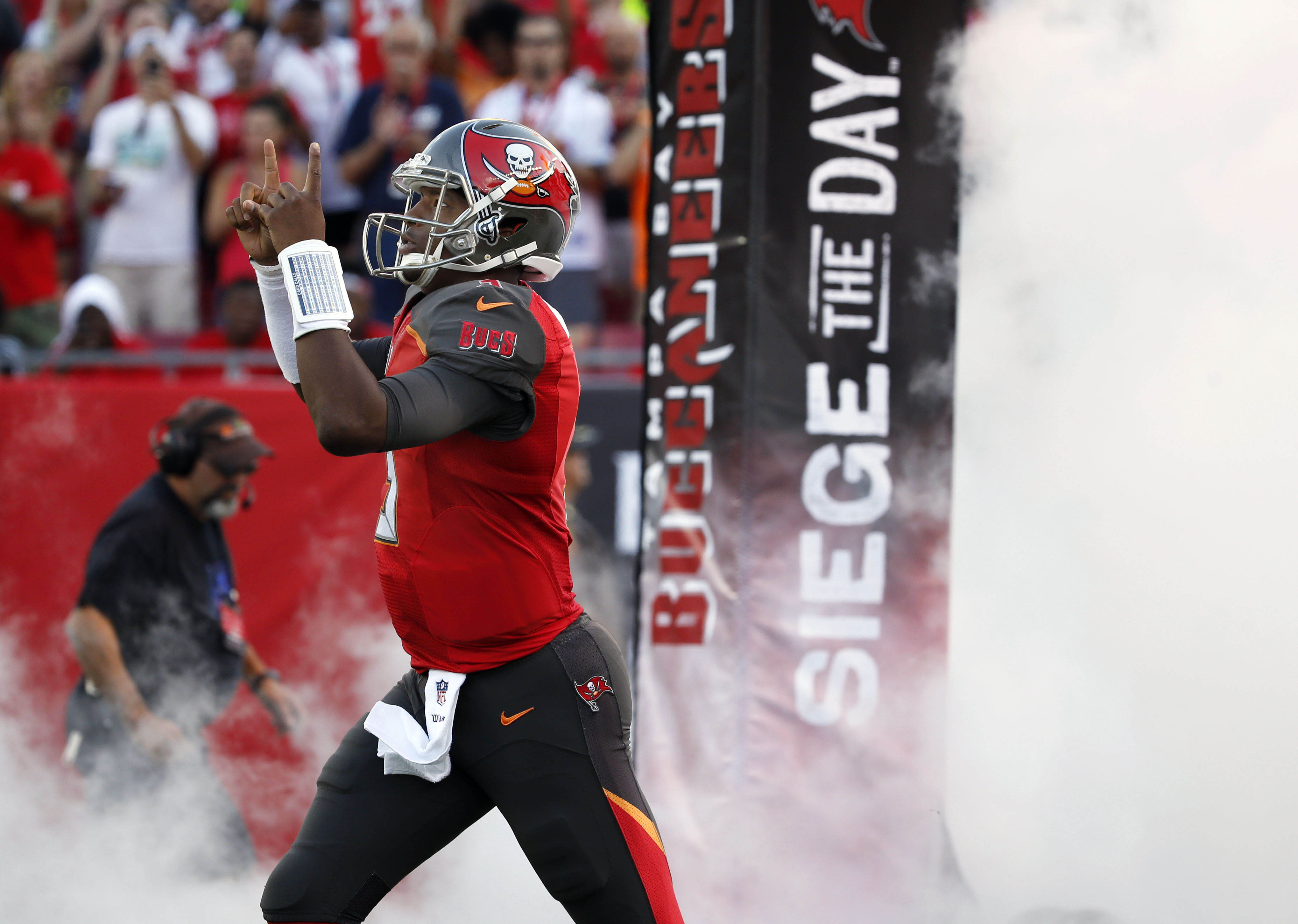 9710031-nfl-seattle-seahawks-at-tampa-bay-buccaneers