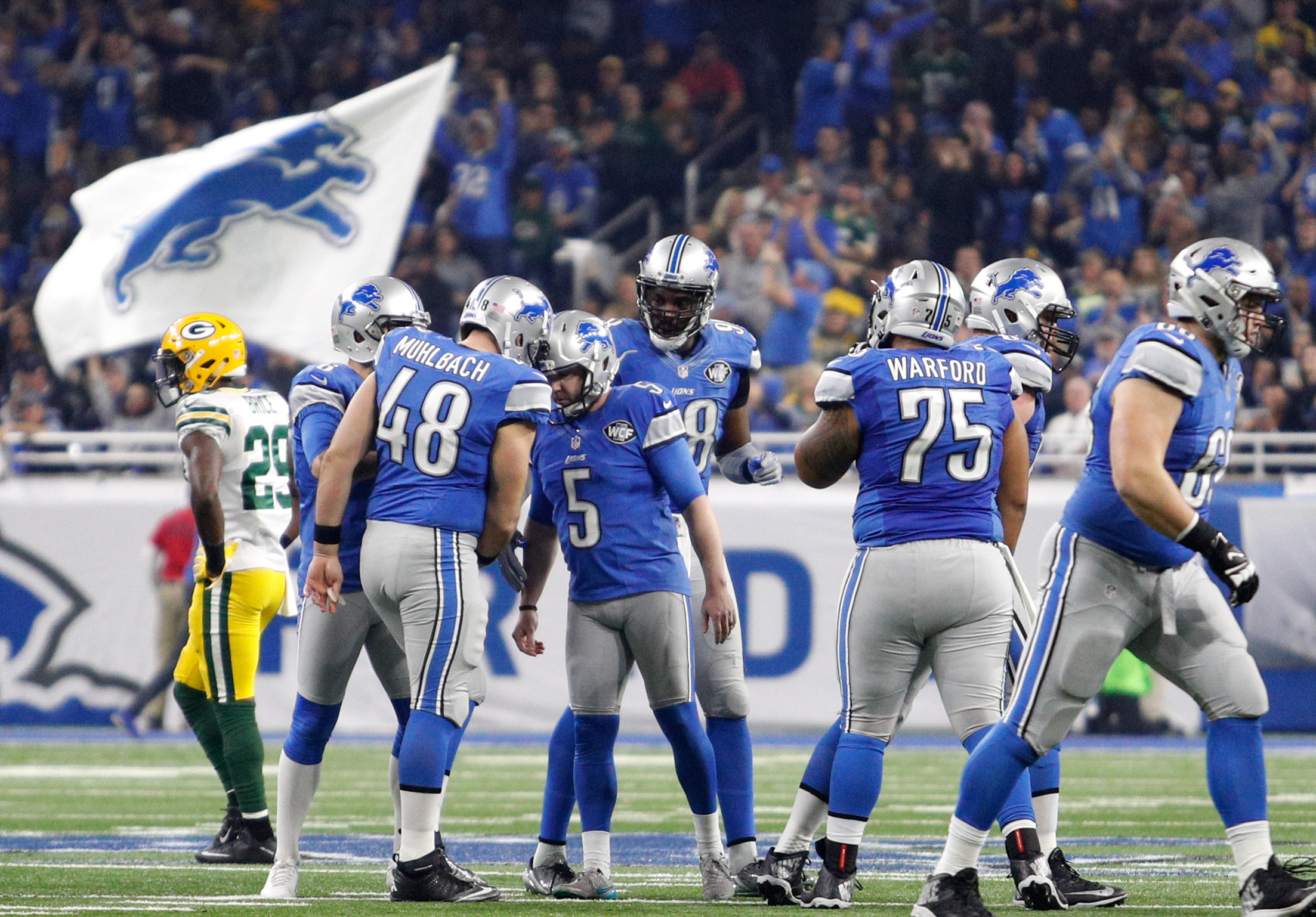 9791899-nfl-green-bay-packers-at-detroit-lions