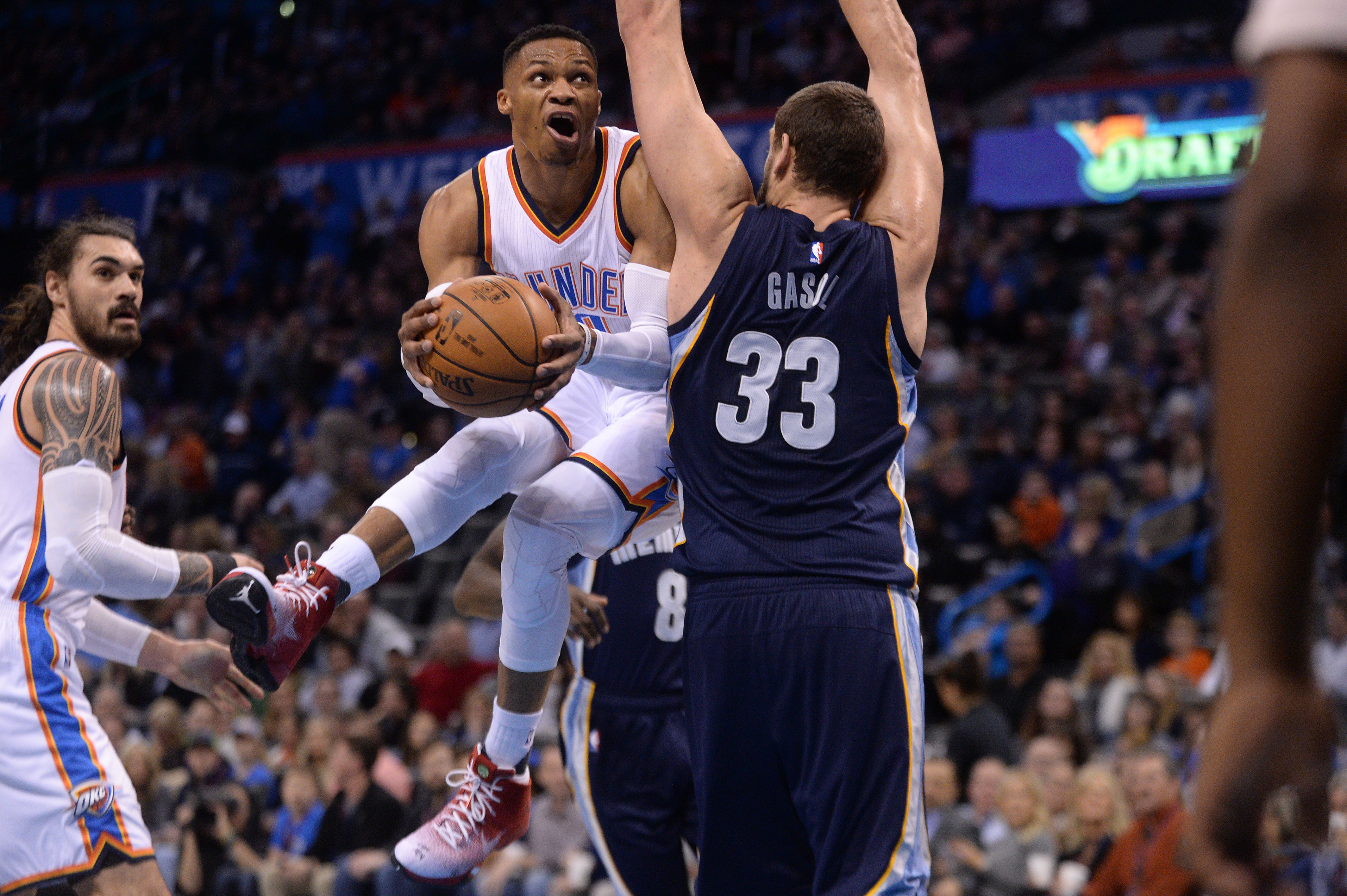 9856202-nba-memphis-grizzlies-at-oklahoma-city-thunder