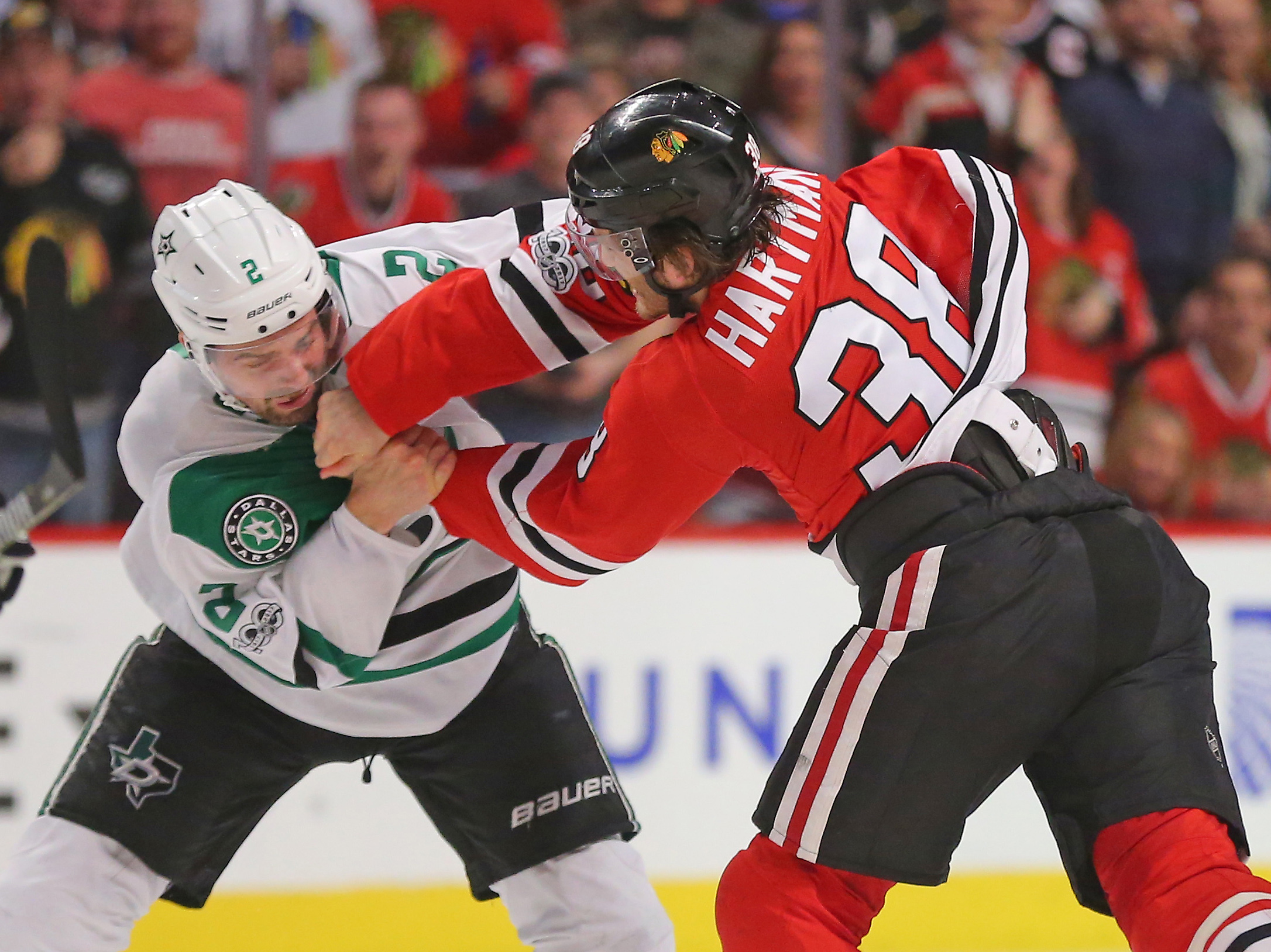 9966984-nhl-dallas-stars-at-chicago-blackhawks
