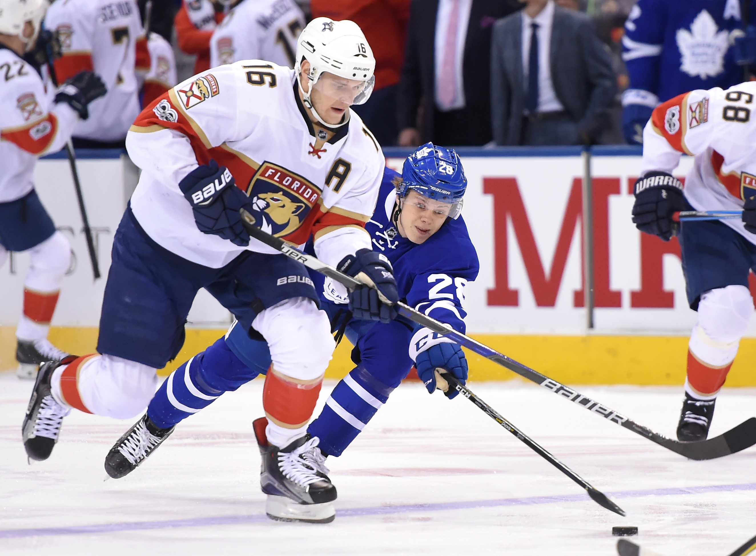 9978408-nhl-florida-panthers-at-toronto-maple-leafs