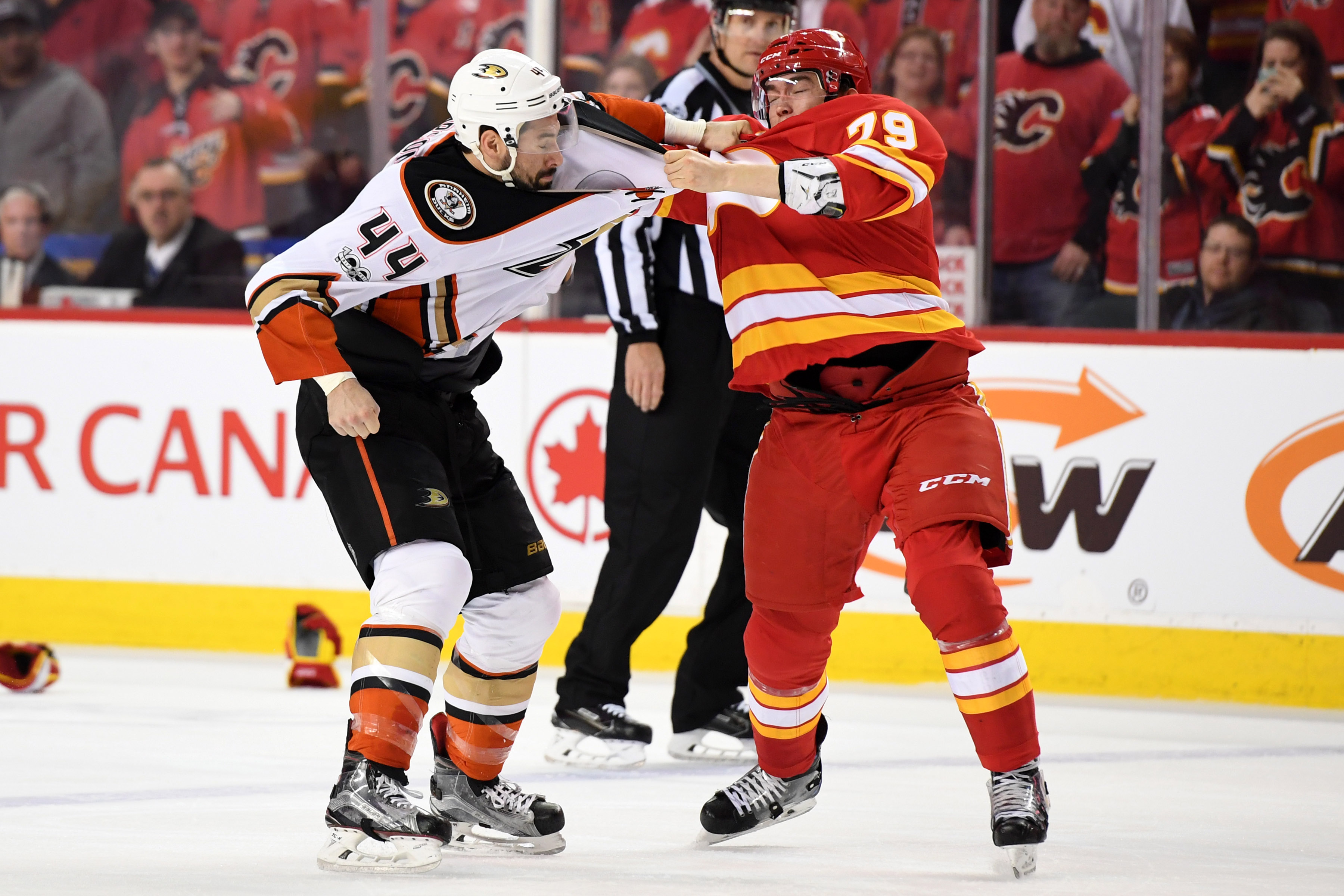 9988841-nhl-anaheim-ducks-at-calgary-flames