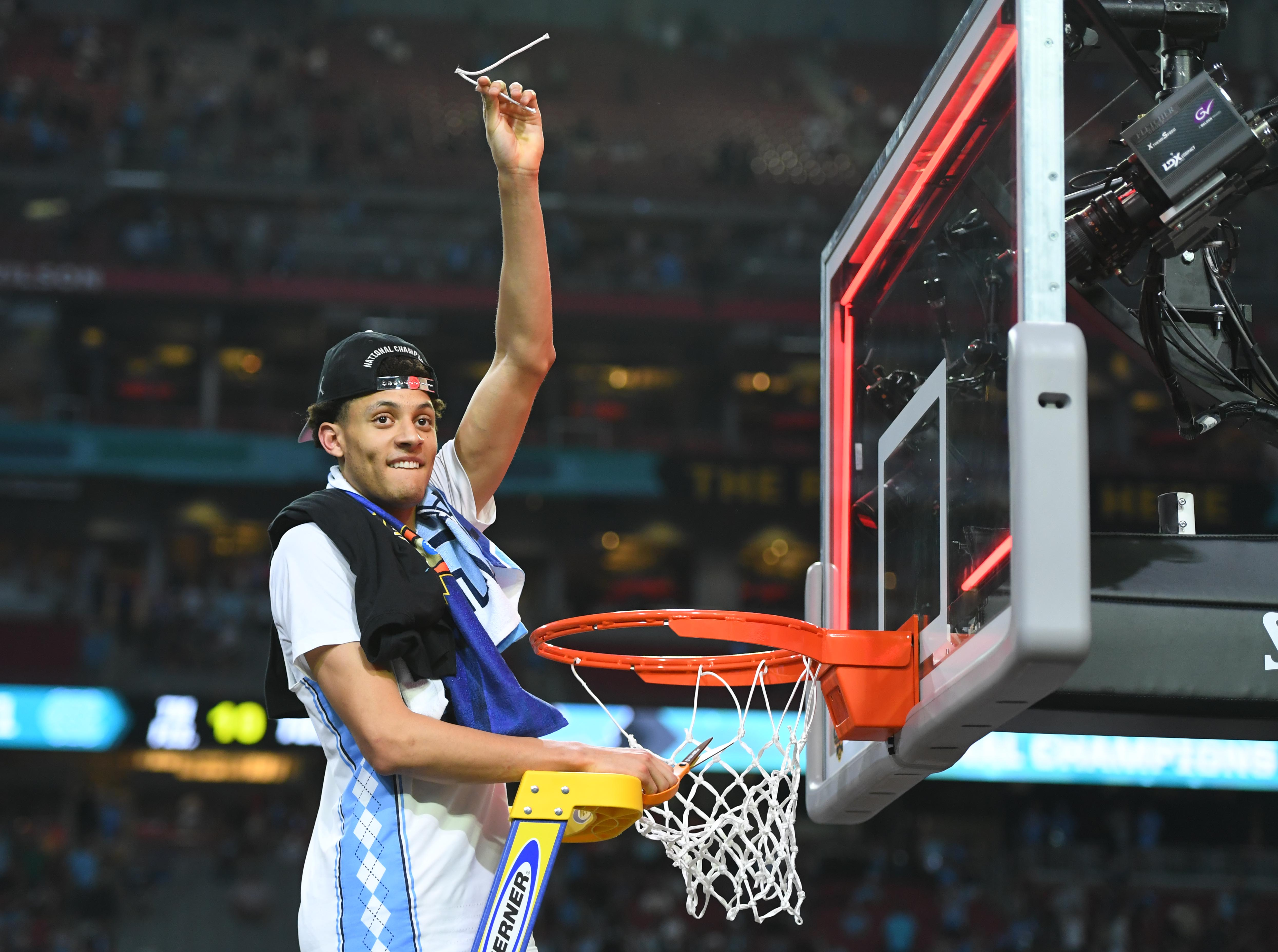 9992253-ncaa-basketball-final-four-championship-game-gonzaga-vs-north-carolina