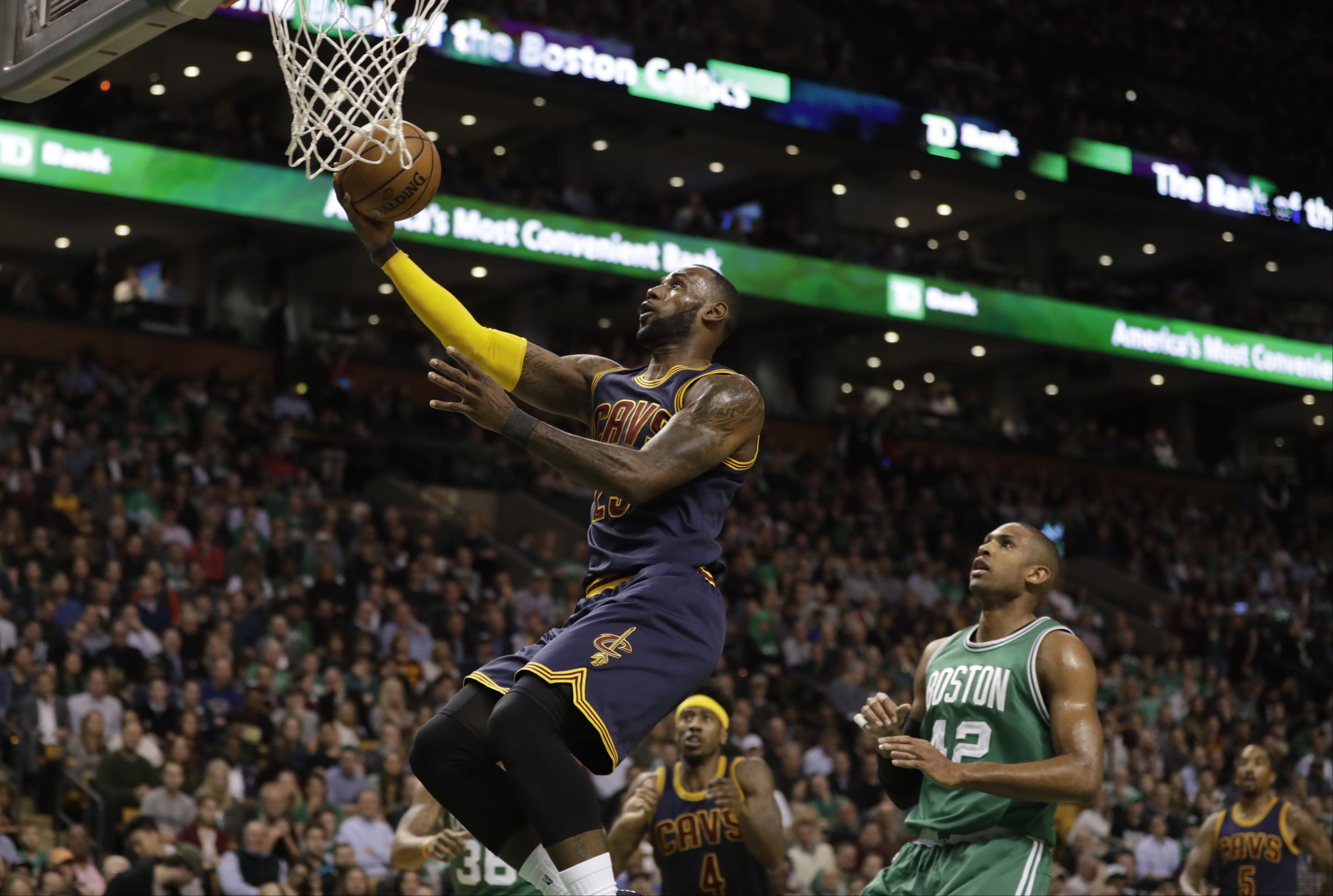 9995128-nba-cleveland-cavaliers-at-boston-celtics