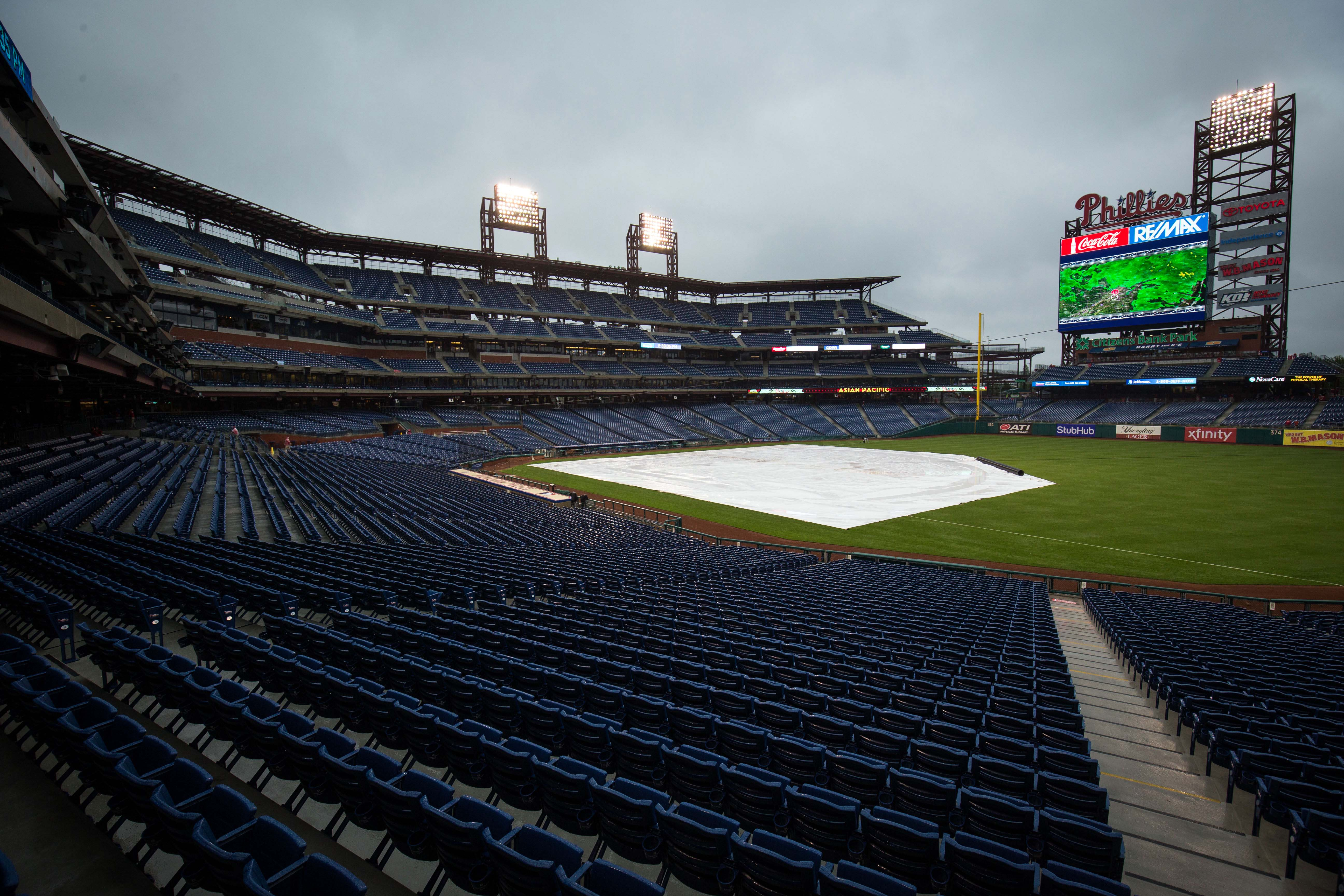 10030850-mlb-miami-marlins-at-philadelphia-phillies