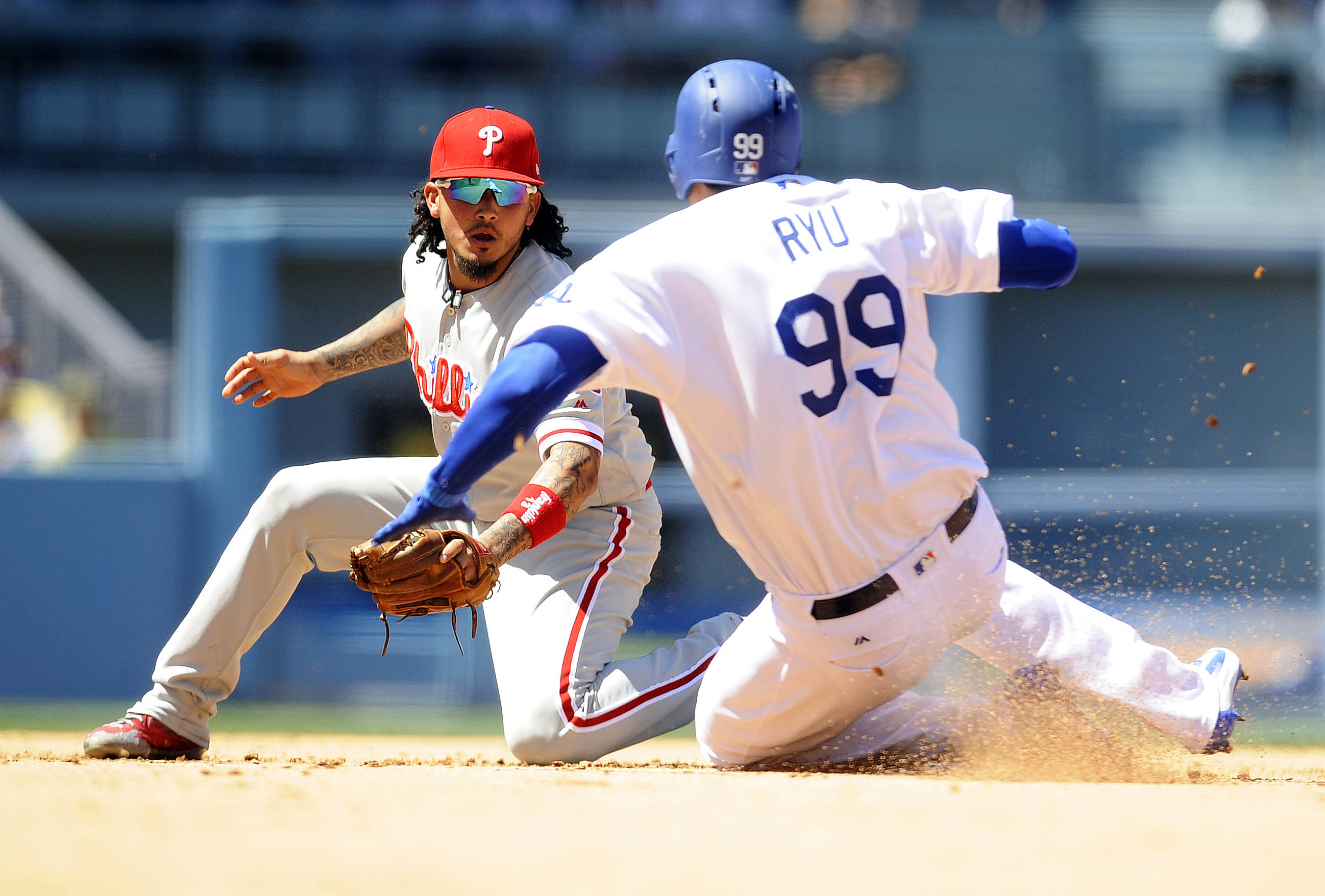 10037982-mlb-philadelphia-phillies-at-los-angeles-dodgers