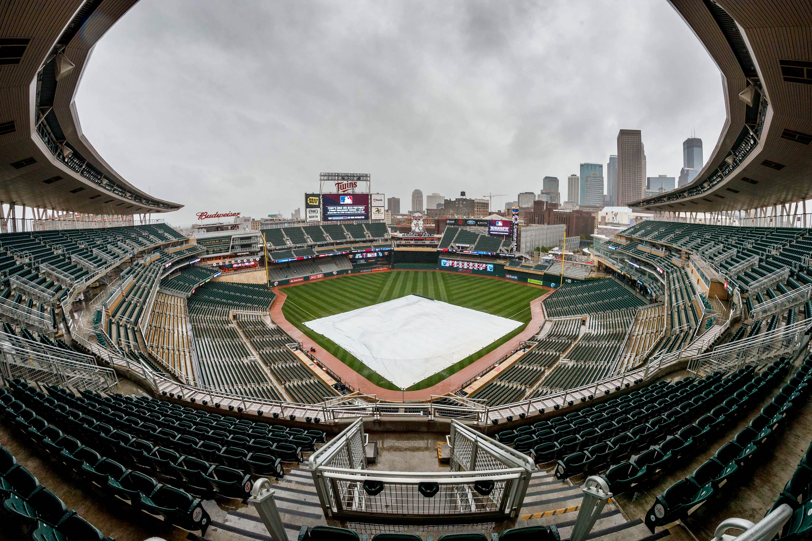 10066348-mlb-kansas-city-royals-at-minnesota-twins