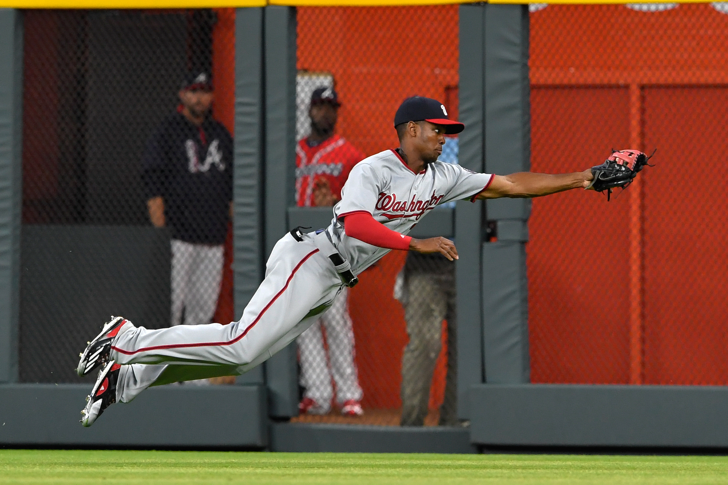 10067448-mlb-washington-nationals-at-atlanta-braves
