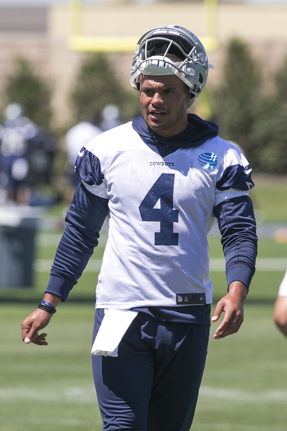 10072076-nfl-dallas-cowboys-ota
